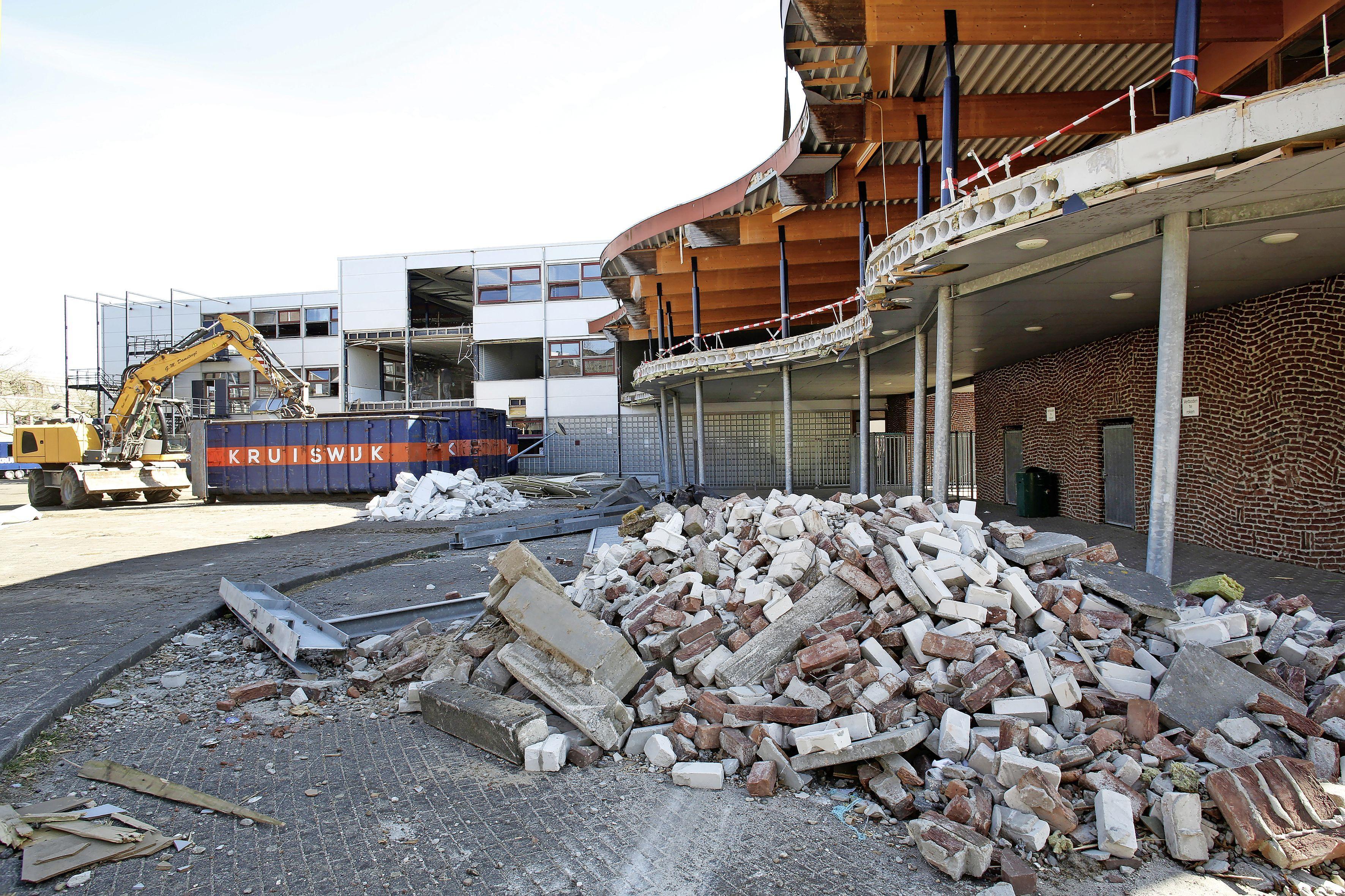 Sloop Erfgooiers College in volle gang; werkzaamheden moeten klaar zijn voor de start van de eindexamens