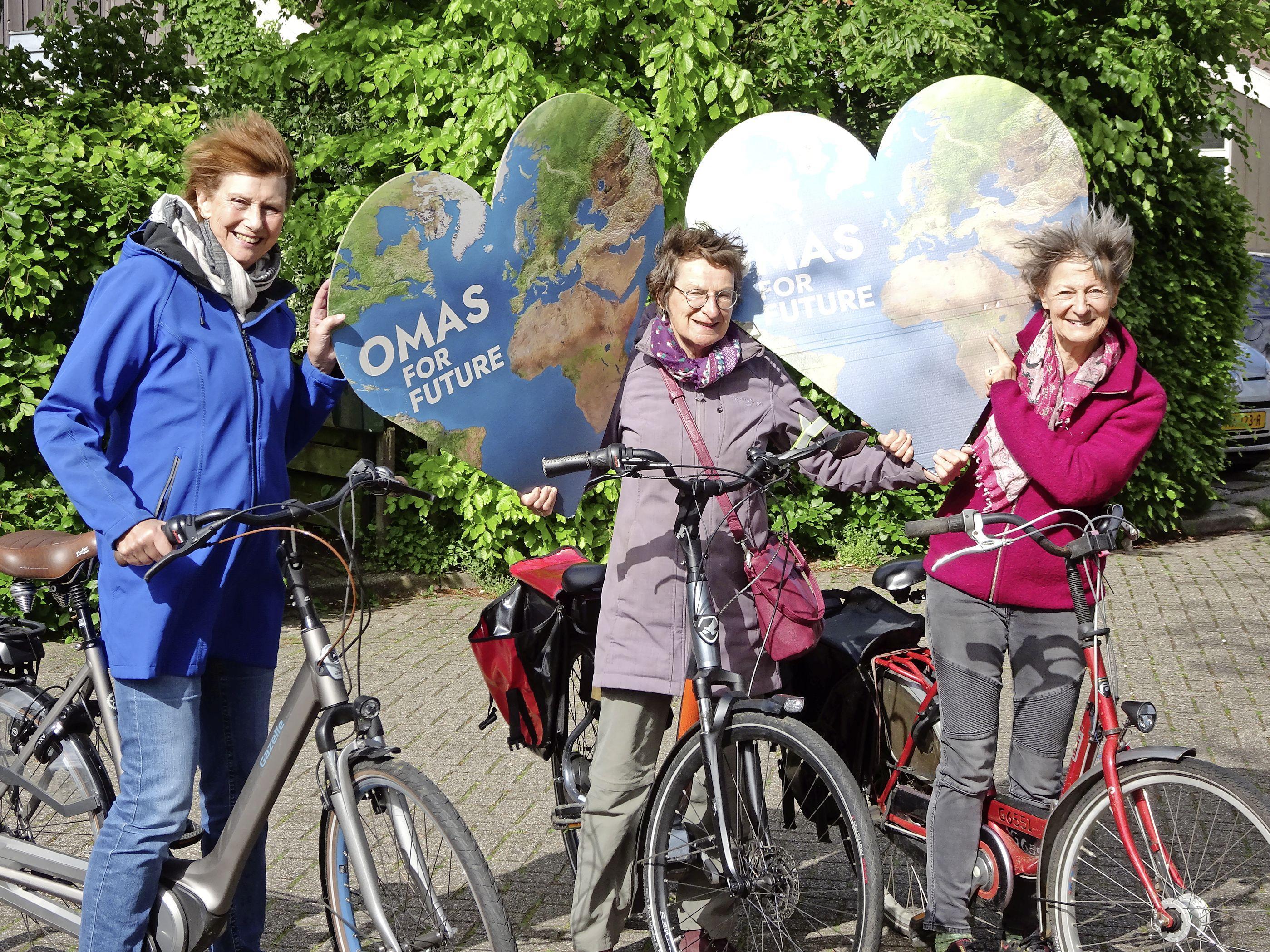 Oma's for Future uit Waterland fietsen voor beter klimaatbeleid: 'Het klimaat en ook de huidige politiek roepen er gewoon om'