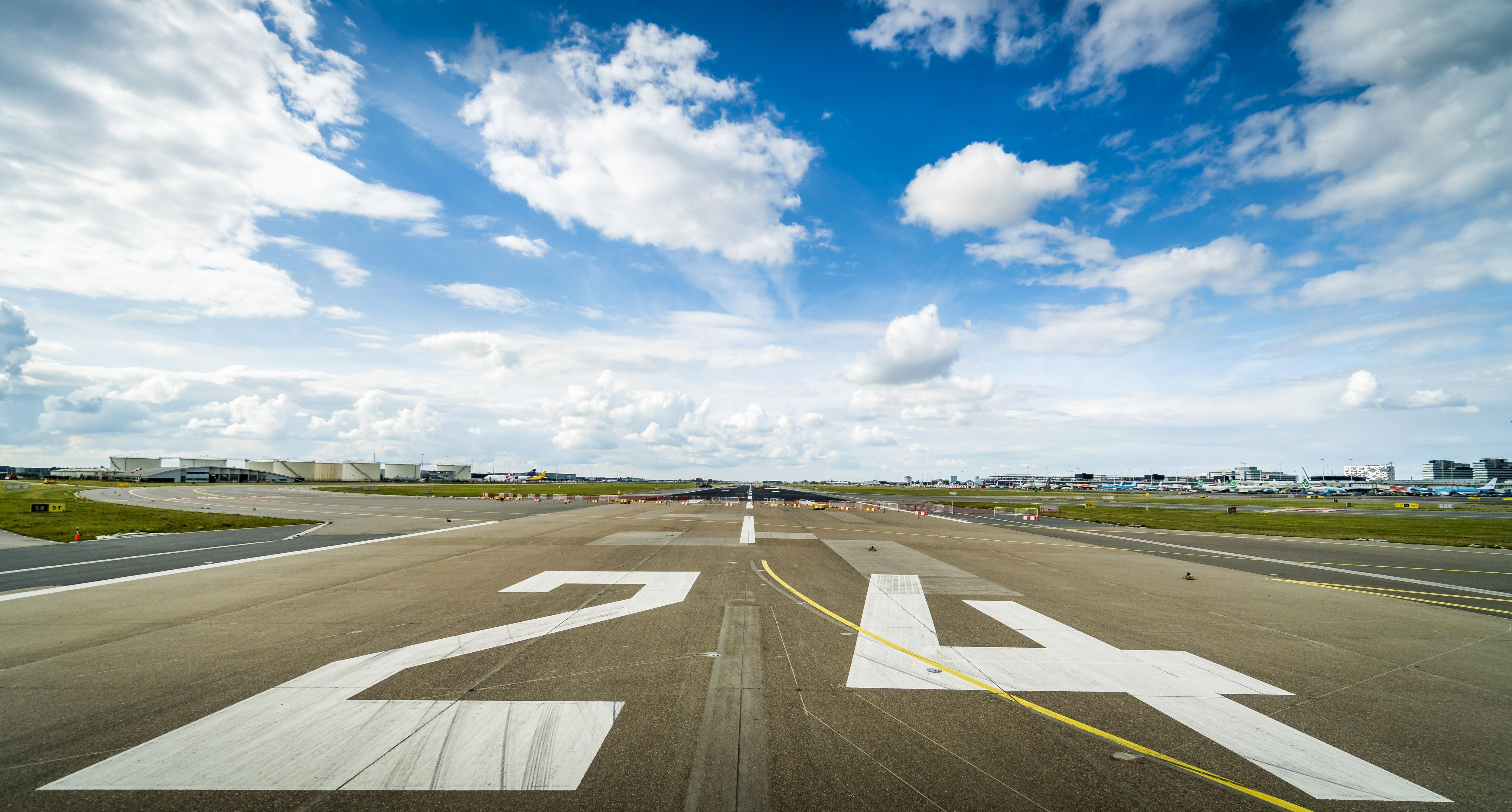 Boeing wilde opstijgen vanaf taxibaan Schiphol
