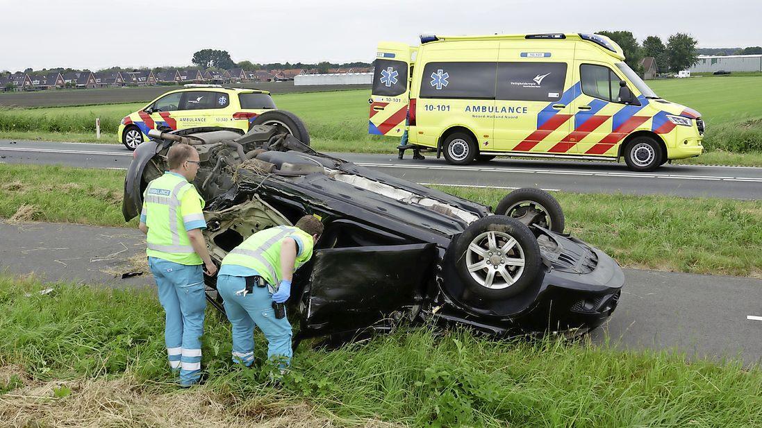 Vijf gewonden bij zwaar ongeluk in Enkhuizen N307 afgesloten [update]