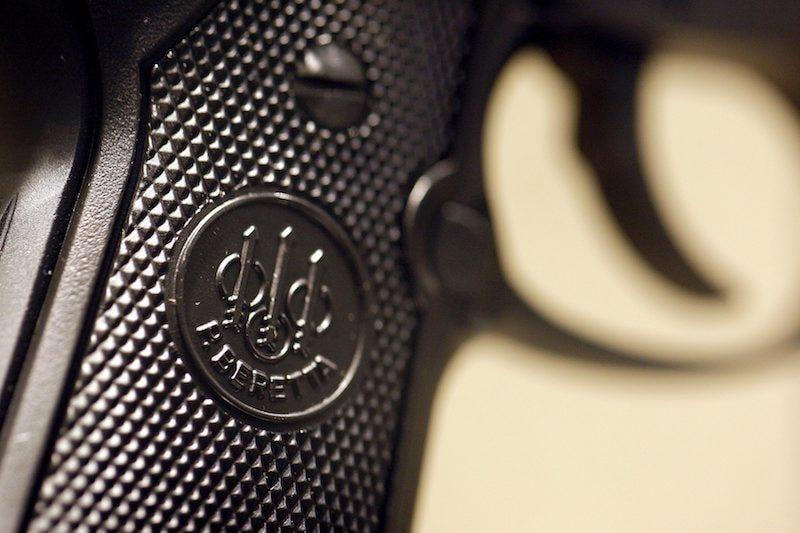 Politie en marechaussee plukken verdachten met vuurwapen uit het verkeer bij Burgerbrug
