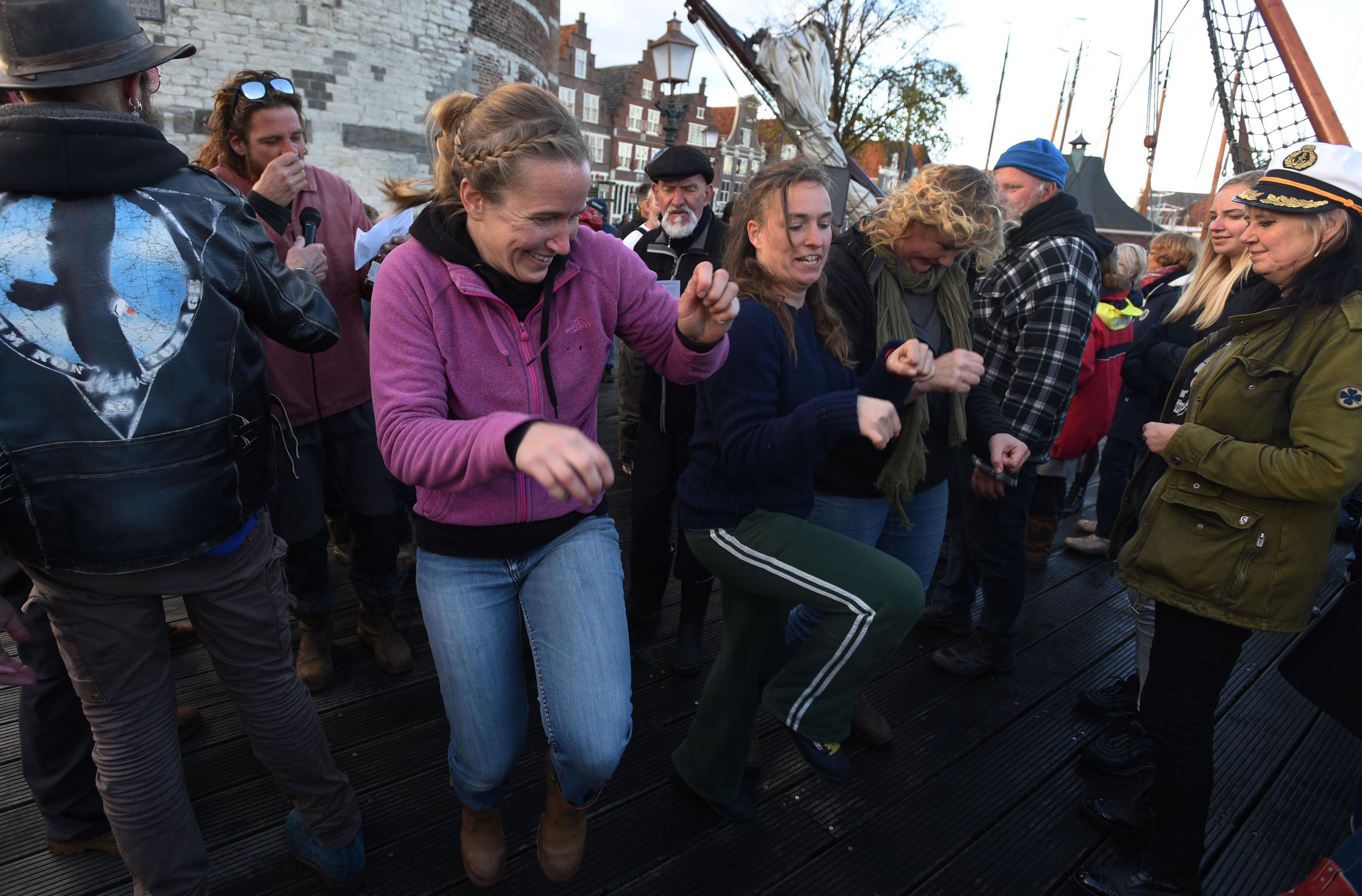 Hagel en gezelligheid bij Bontekoerace in Hoorn