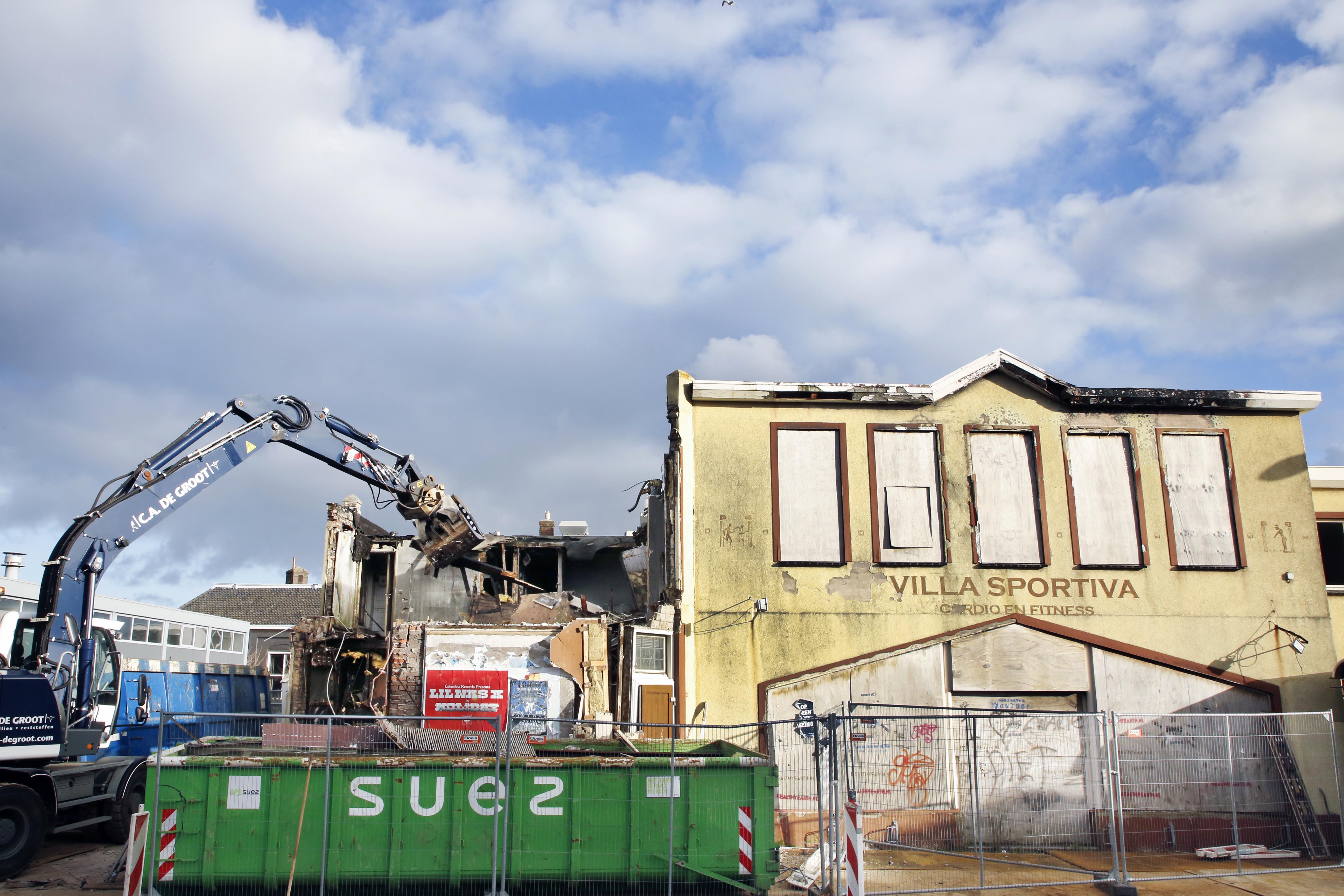 Voormalig Villa Sportiva en grand café La Belle gesloopt voor nog te bouwen hotel