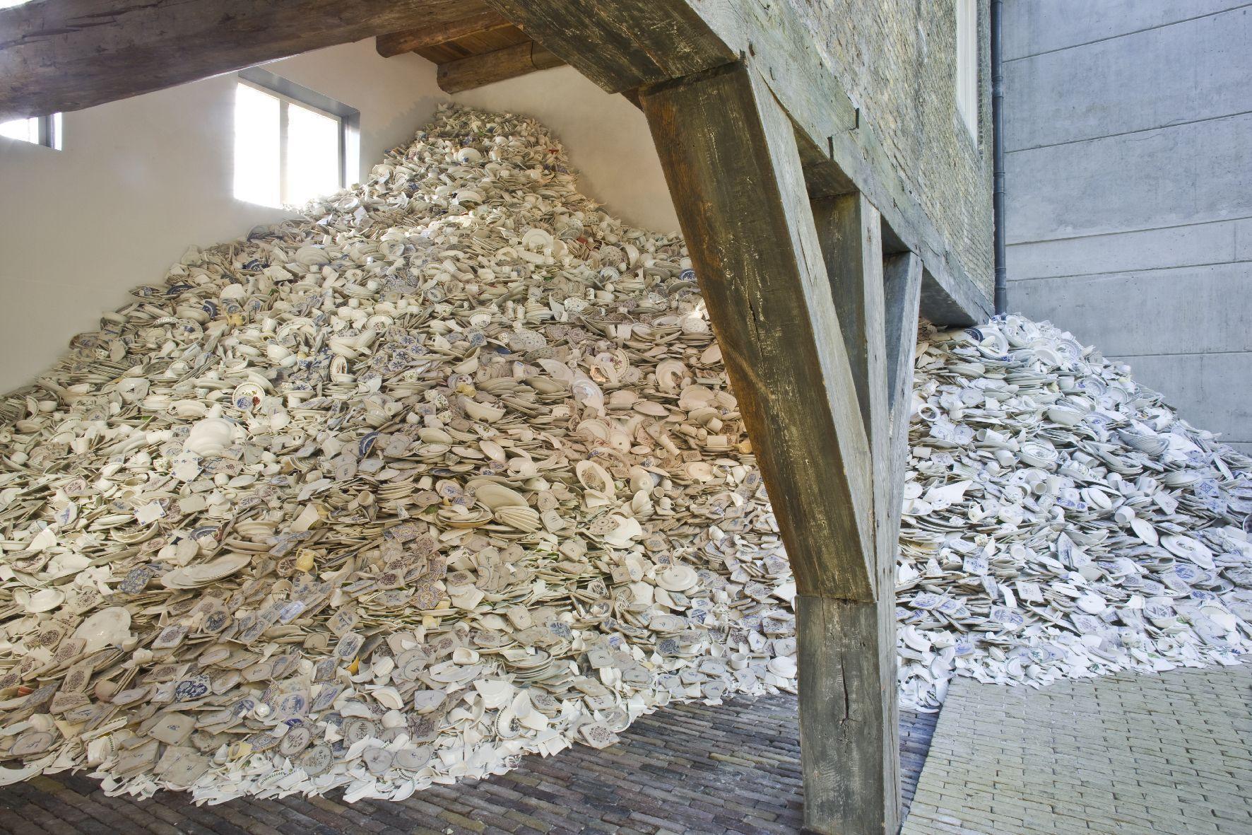 Zuiderzeemuseum geeft scherven kunstwerk 'Monument' weg