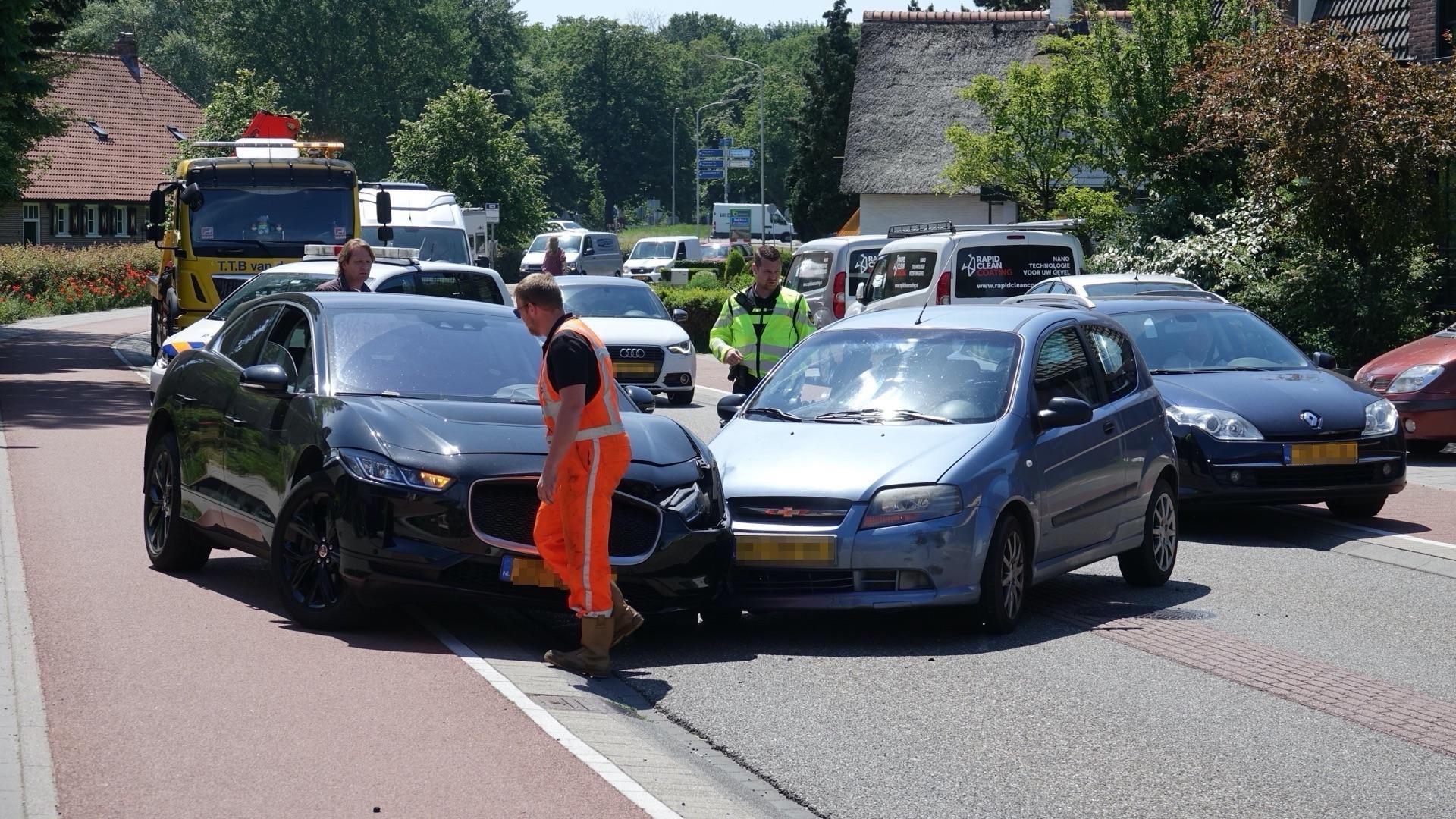 Twee gewonden bij auto-ongeluk op de Herenweg in Castricum