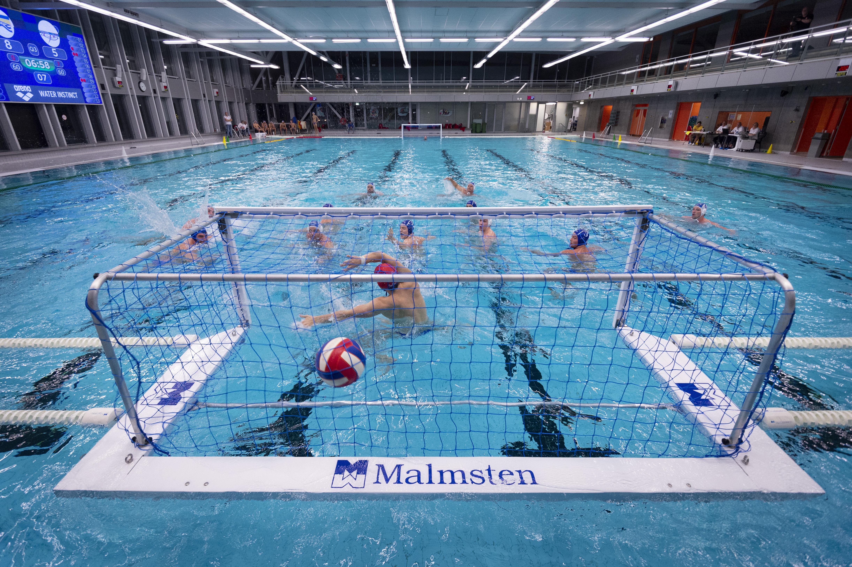 AZC wint met gemak van PSV, maar ook voor de waterpoloërs is de nabije sporttoekomst onzeker