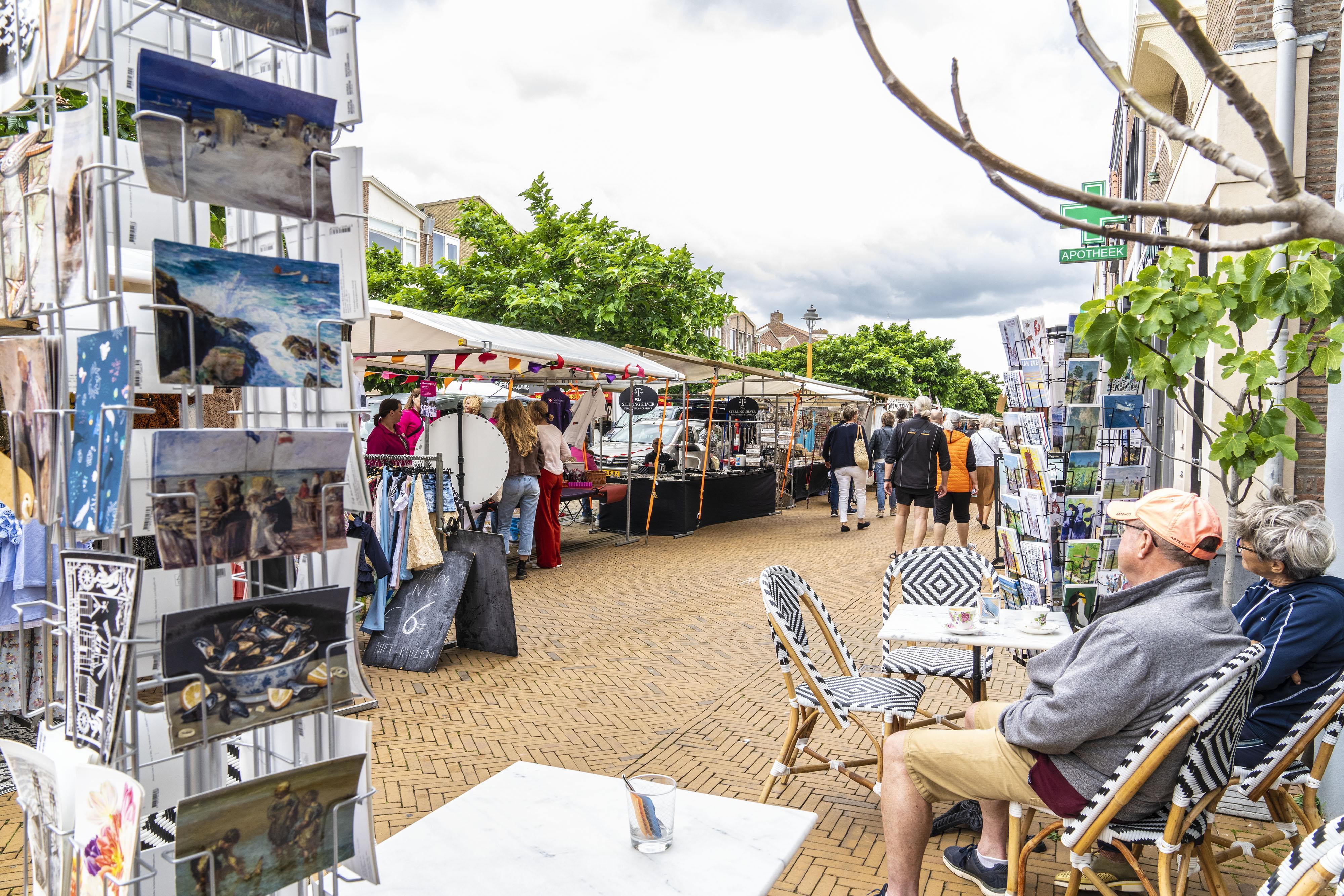 Winkeliers Katwijk verheugd door terugkeer toeristenmarkt