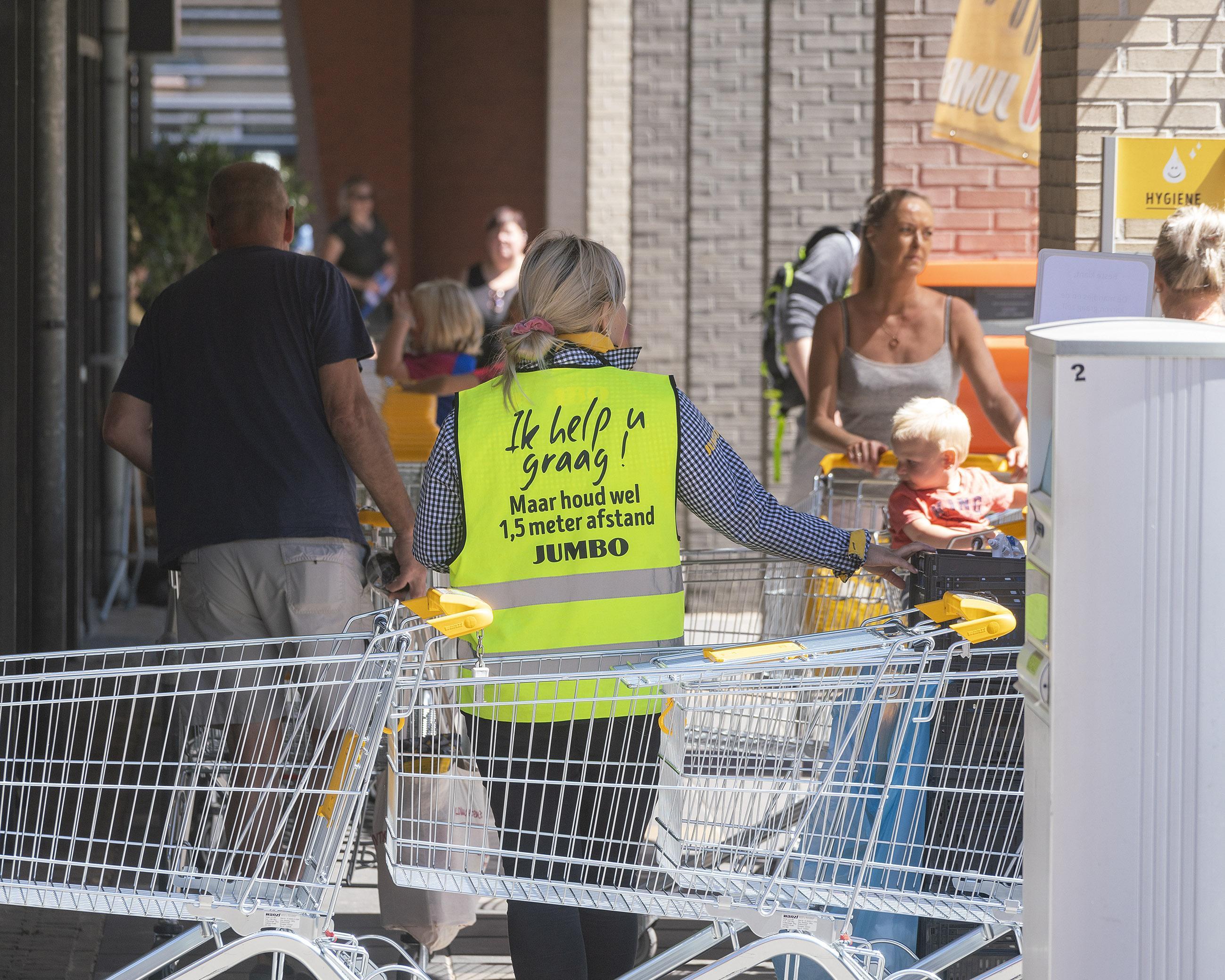 'Ik hoop dat je corona krijgt, roepen ze': medewerkers van de Jumbo in Schoorl moeten heel wat incasseren, van boze blikken tot bedreigingen
