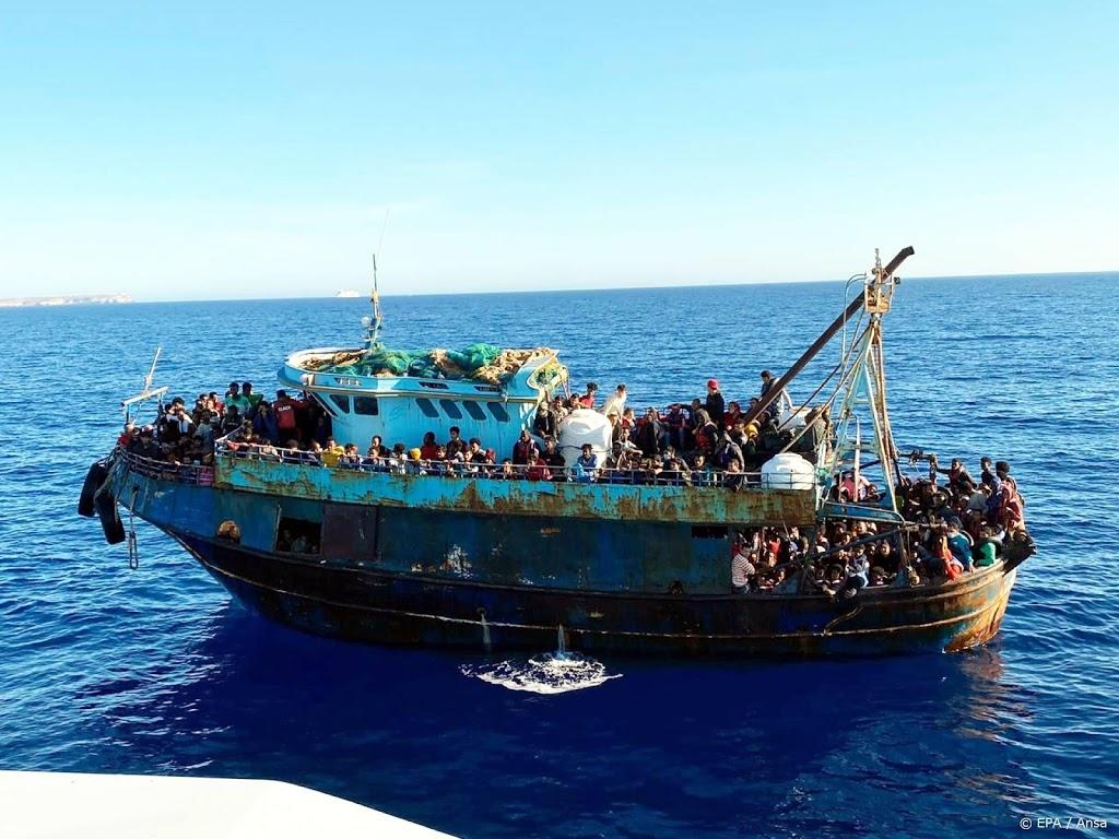 Steeds meer bootvluchtelingen bereiken Italiaans eiland Lampedusa