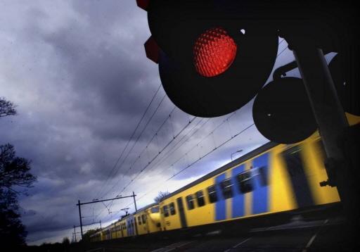 Geen intercity's tussen Amsterdam en Leiden door blikseminslag