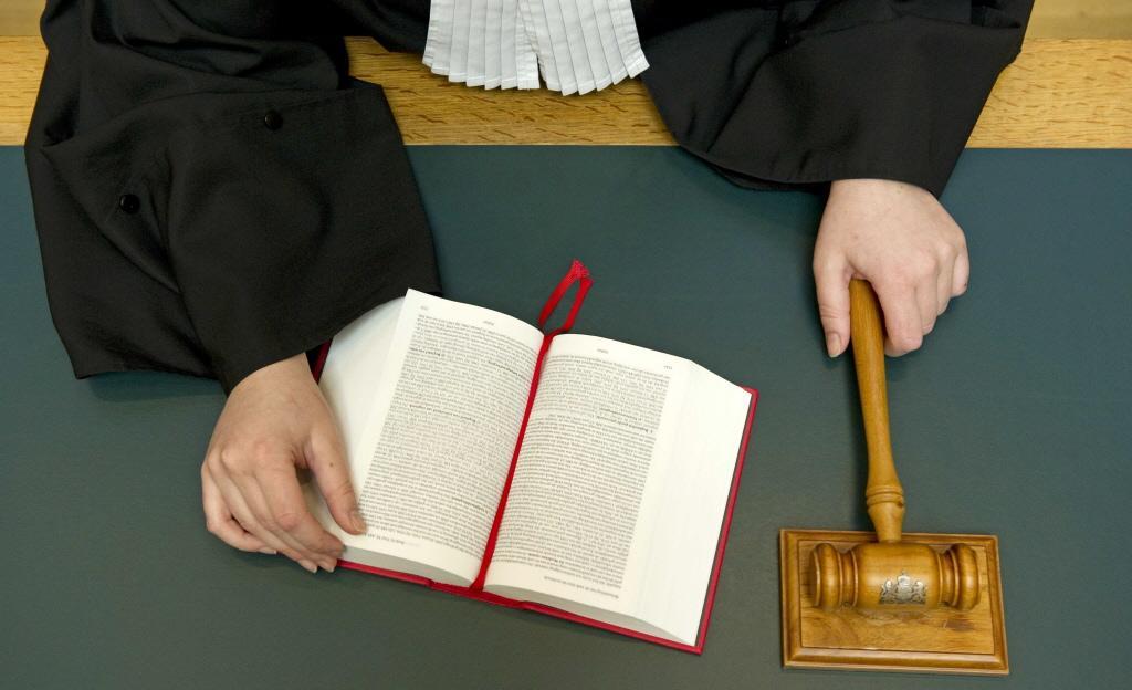 Rechter waarschuwt man uit Rijpwetering die zijn vriendin 'aan haar haren door het huis sleepte'