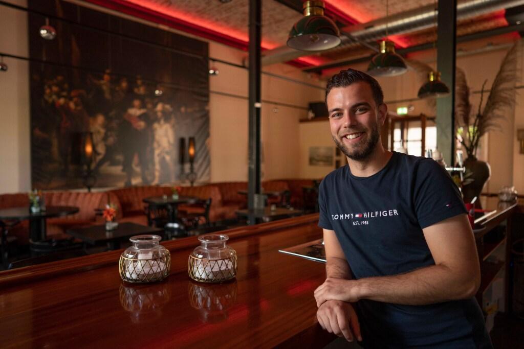 De Nachtwacht op ware grootte en antieke staartklokken aan de muur: bruin café Boefje is geopend op Willemsoord