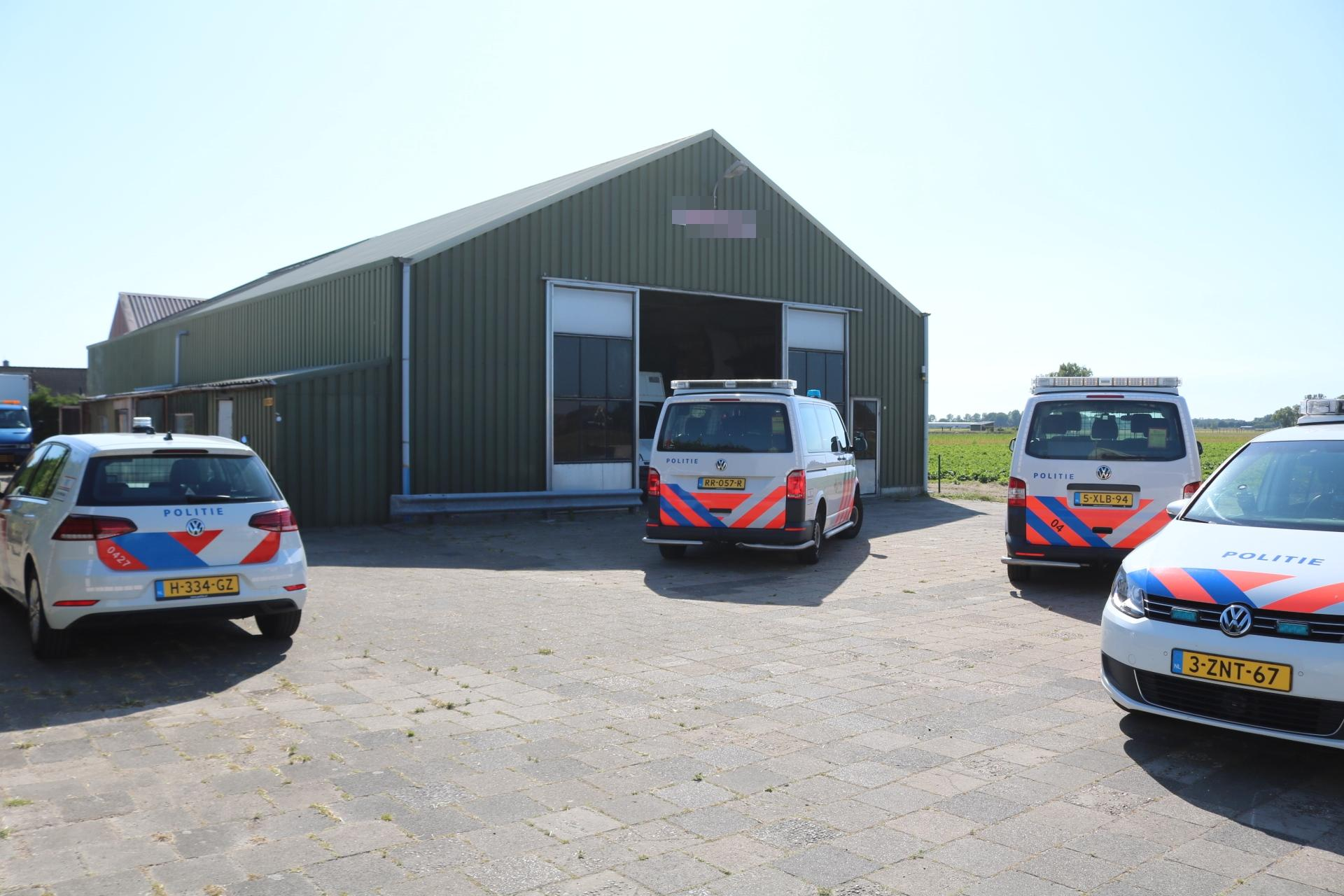 Hennepkwekerij ontdekt in loods Voorhout