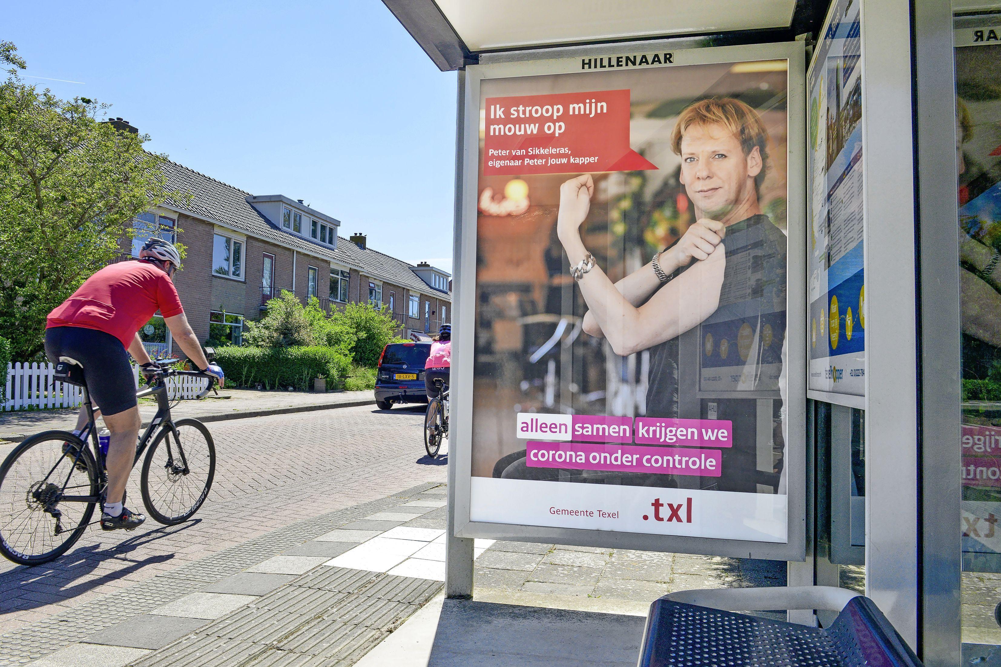 De kapper, kroegbazen en de schooldirecteur, allemaal stropen ze hun mouw op om vaccinatie te promoten op Texel. 'Ik werk in de horeca, ik wil aan de slag!'