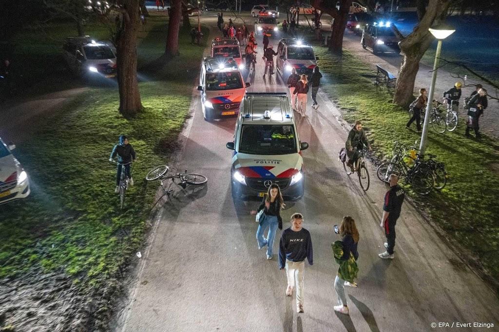Twee aanhoudingen bij optreden van politie in Vondelpark