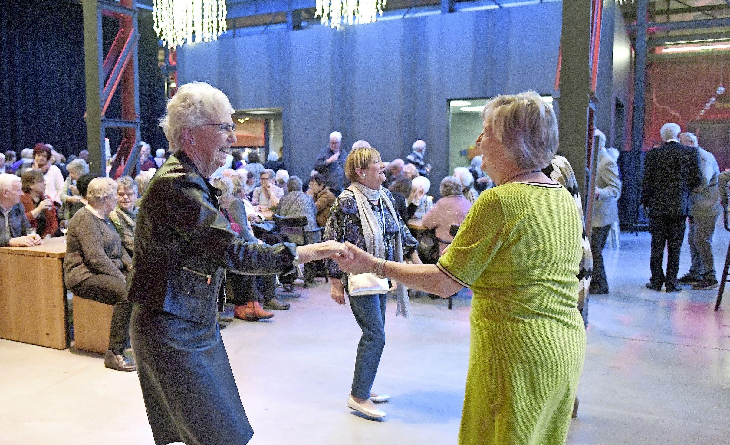 Einde van een tijdperk: de Seniorenmiddag in Den Helder stopt. Het wordt te duur en de organisatoren worden te oud. 'Het gaat gewoon niet meer'
