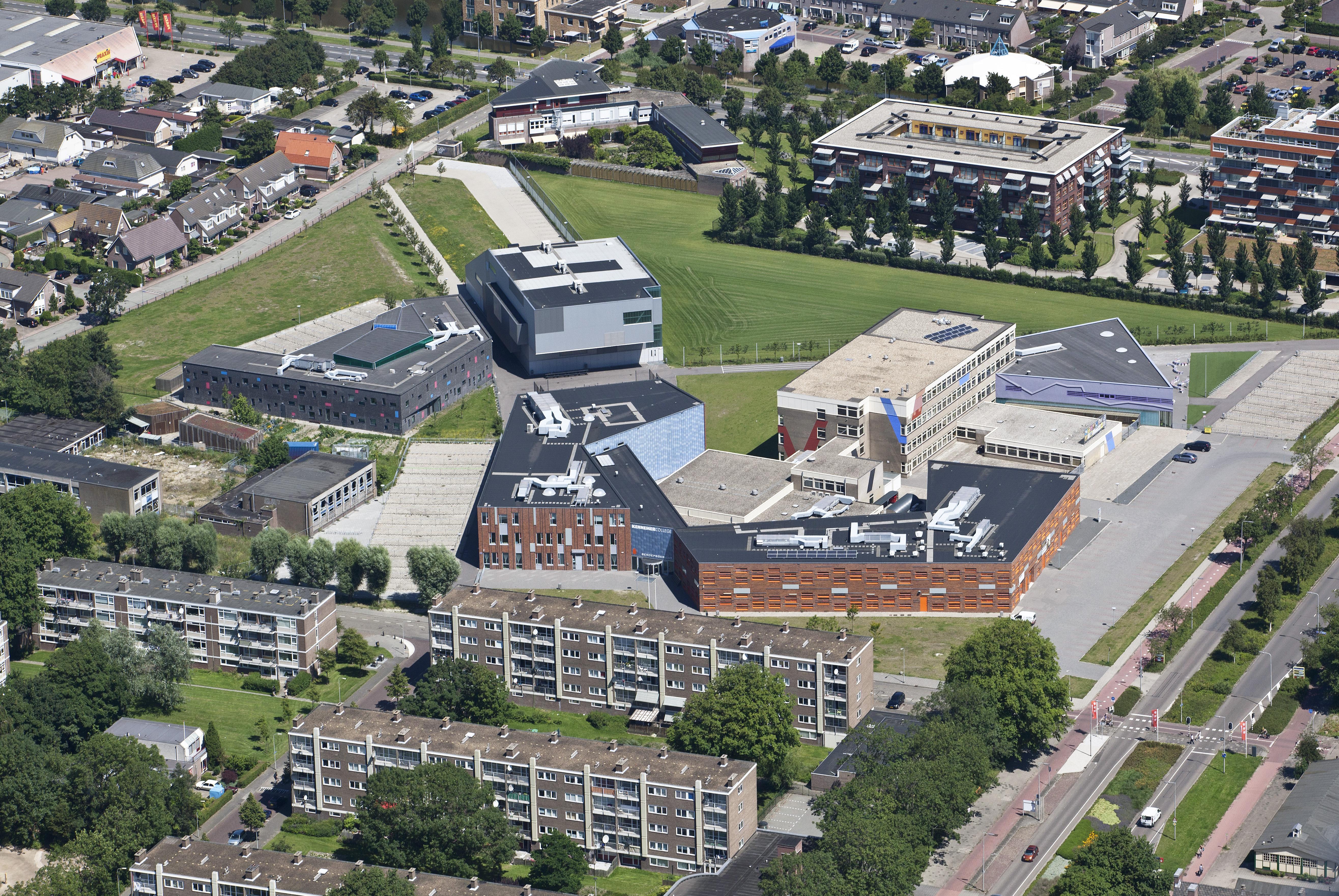 Het Kennemer College ziet het aantal leerlingen drastisch dalen, veel leerlingen fietsen liever naar Castricum en Velsen