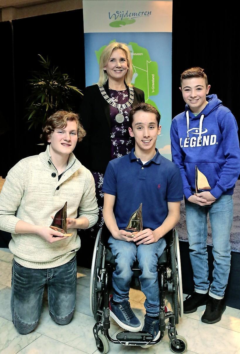 De Optimist: Drie jeugdige inwoners Wijdemeren krijgen eerste gemeentelijke onderscheidingen
