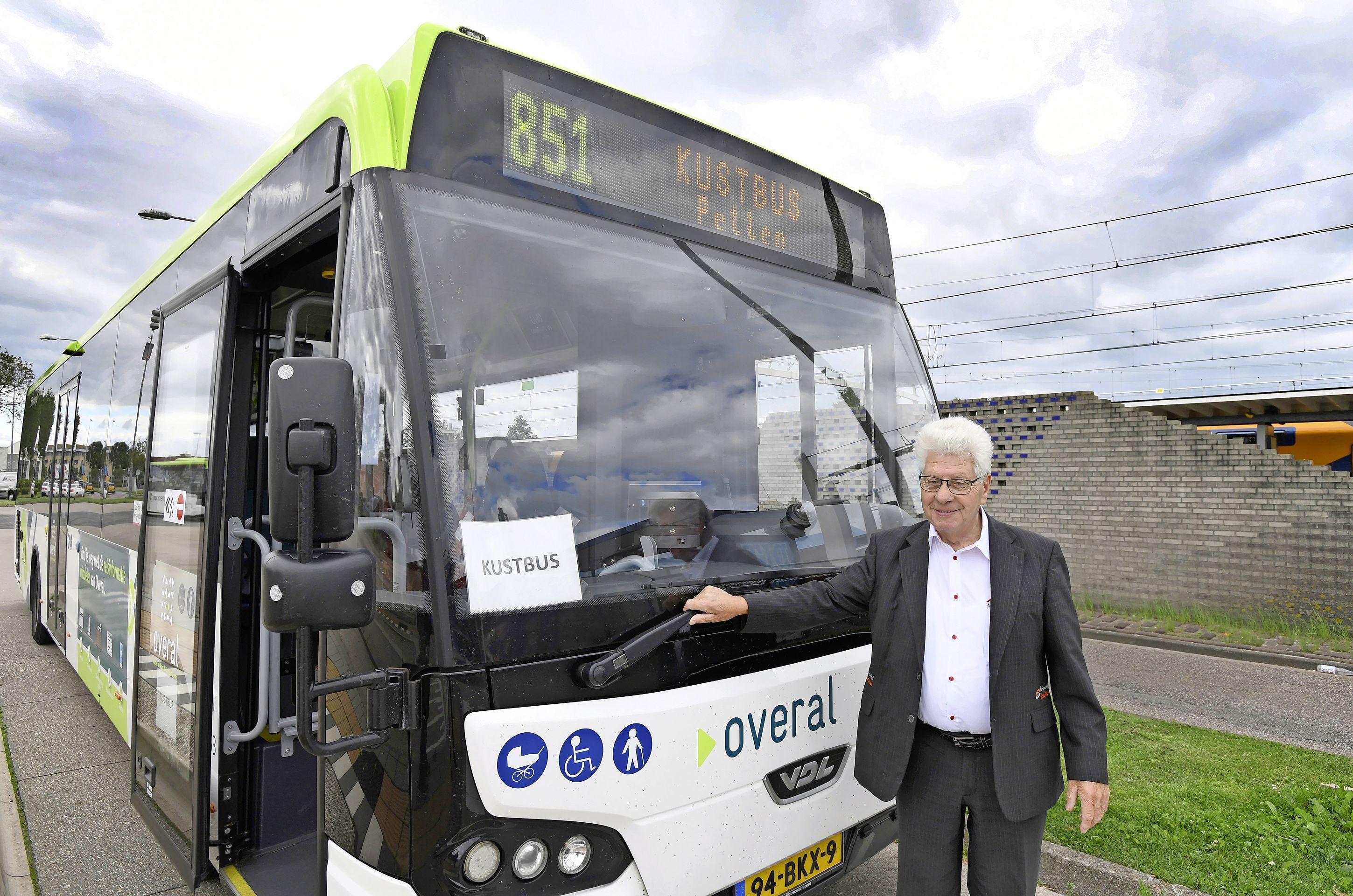 Alternatief plan voor kustlijn als vervoerder Connexxion het af laat weten. 'Desnoods laten we een particulier busbedrijf de route rijden'