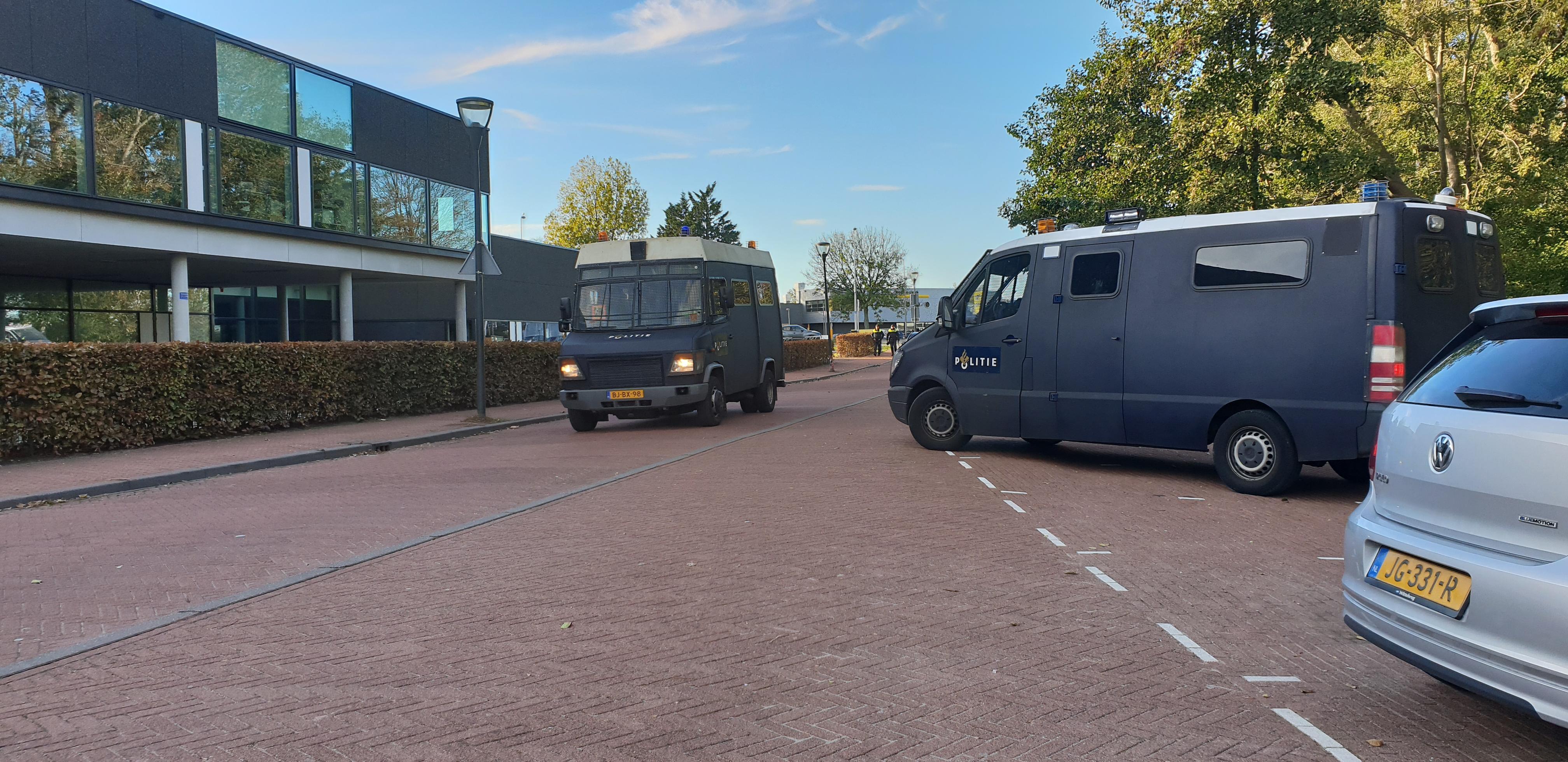Veel ME ingezet in Leiden en Katwijk voor extreemrechtse demonstranten