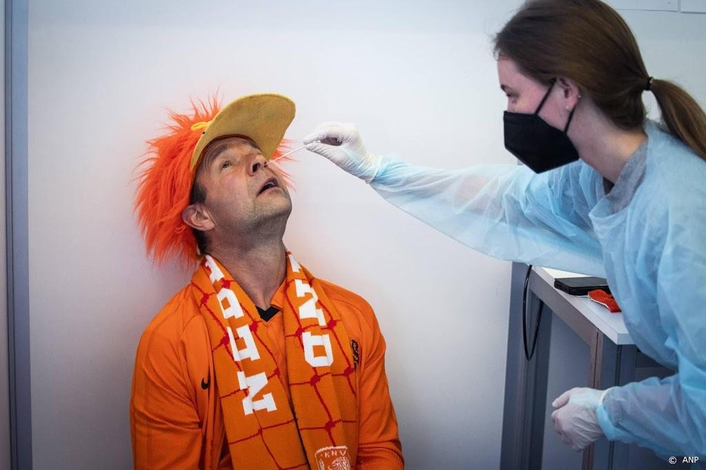 Fans Oranje in lange wachtrijen voor coronatest
