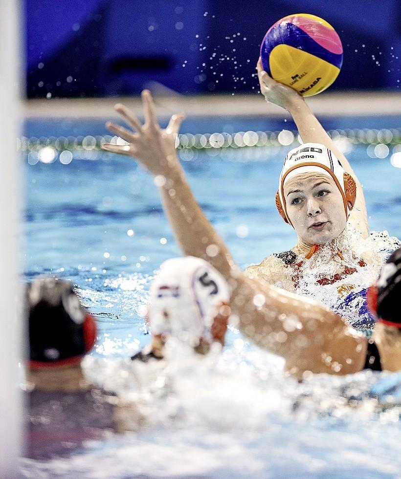 Waterpolosters in kwartfinale tegen Hongarije. 'We blijven in balans omdat we veel scoren' [video]