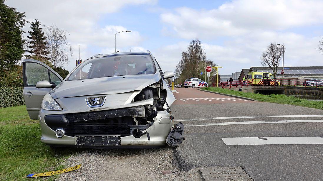 Veel schade bij ongeluk tussen twee voertuigen in Spanbroek; weg enige tijd afgesloten