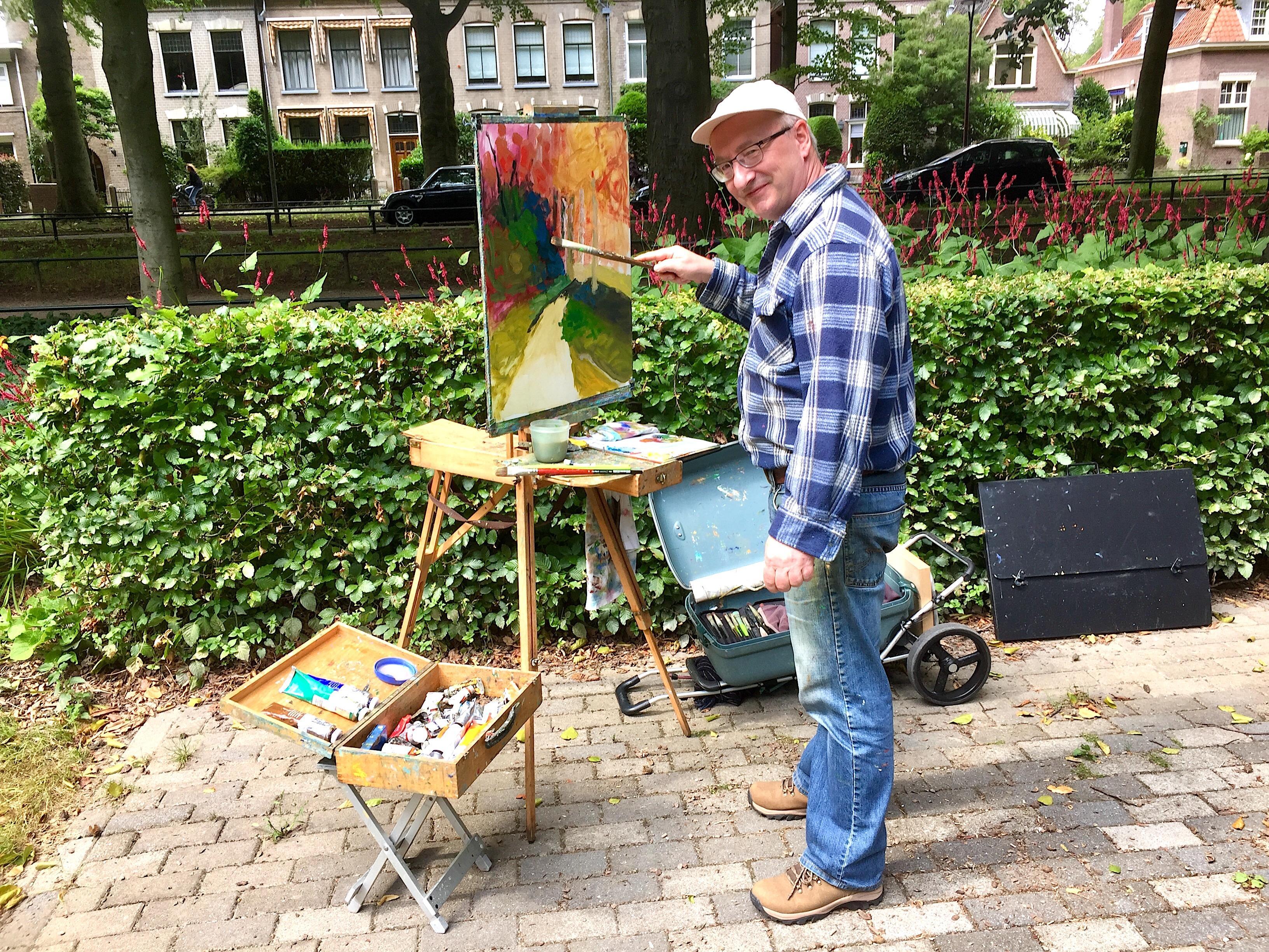 Onderweg: Simon Borst (57) is kunstenaar én kok. Het liefst zet hij ergens in de natuur zijn schildersezel klaar