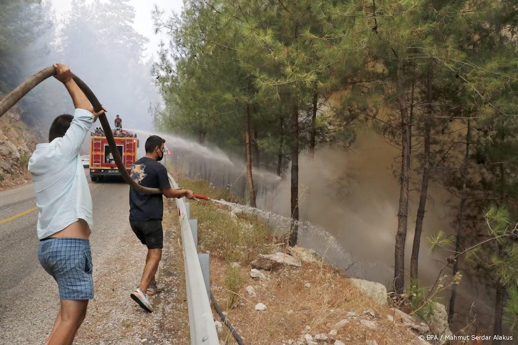 Turkije strijdt nog tegen branden in populaire vakantiegebieden
