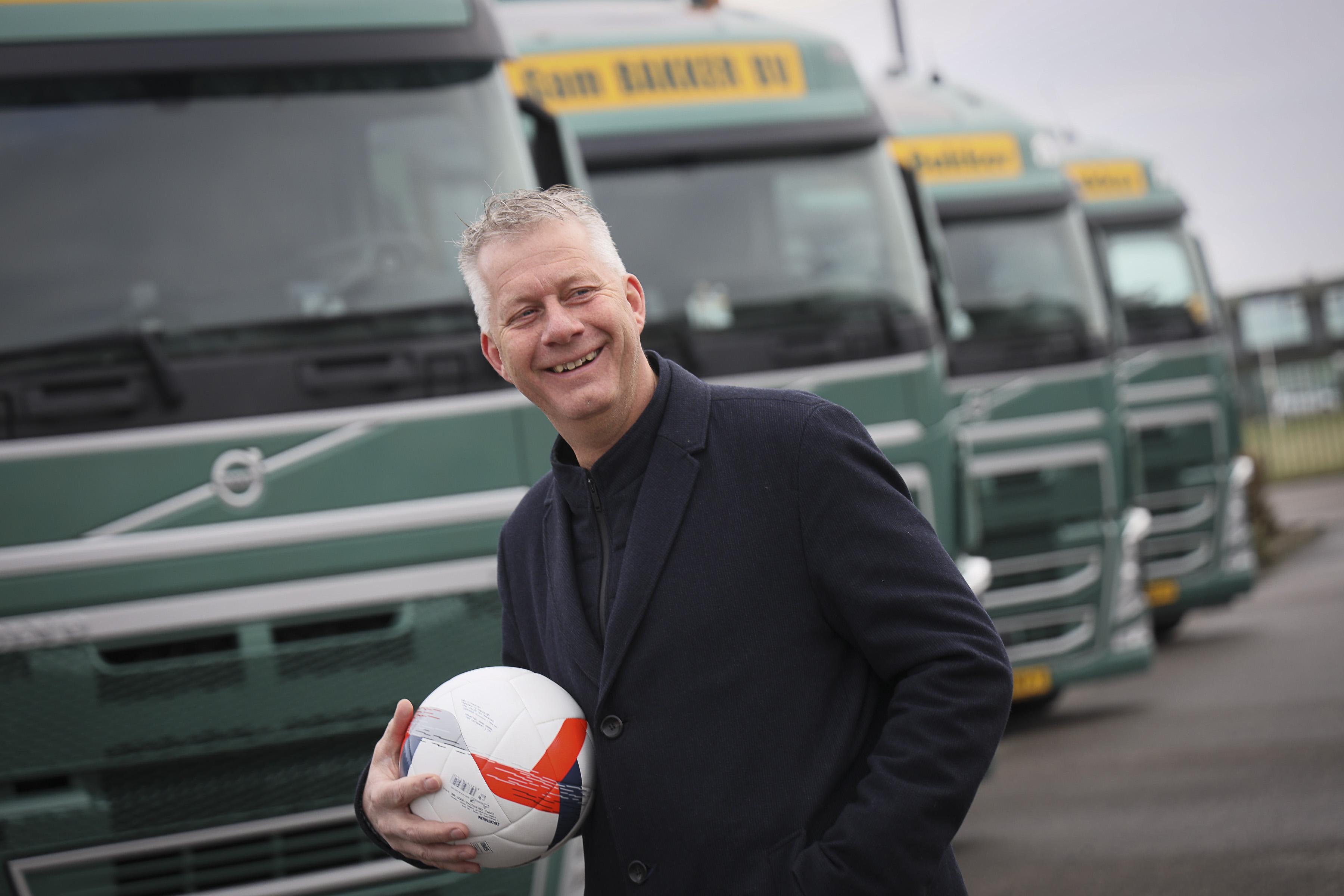 Hij ging van West-Frisia naar FC Volendam en stond opeens tegenover Romario en Kieft. 'PSV speelde met vijf spitsen, maar we lachten ze gewoon uit', zegt Eric Steltenpool [video]