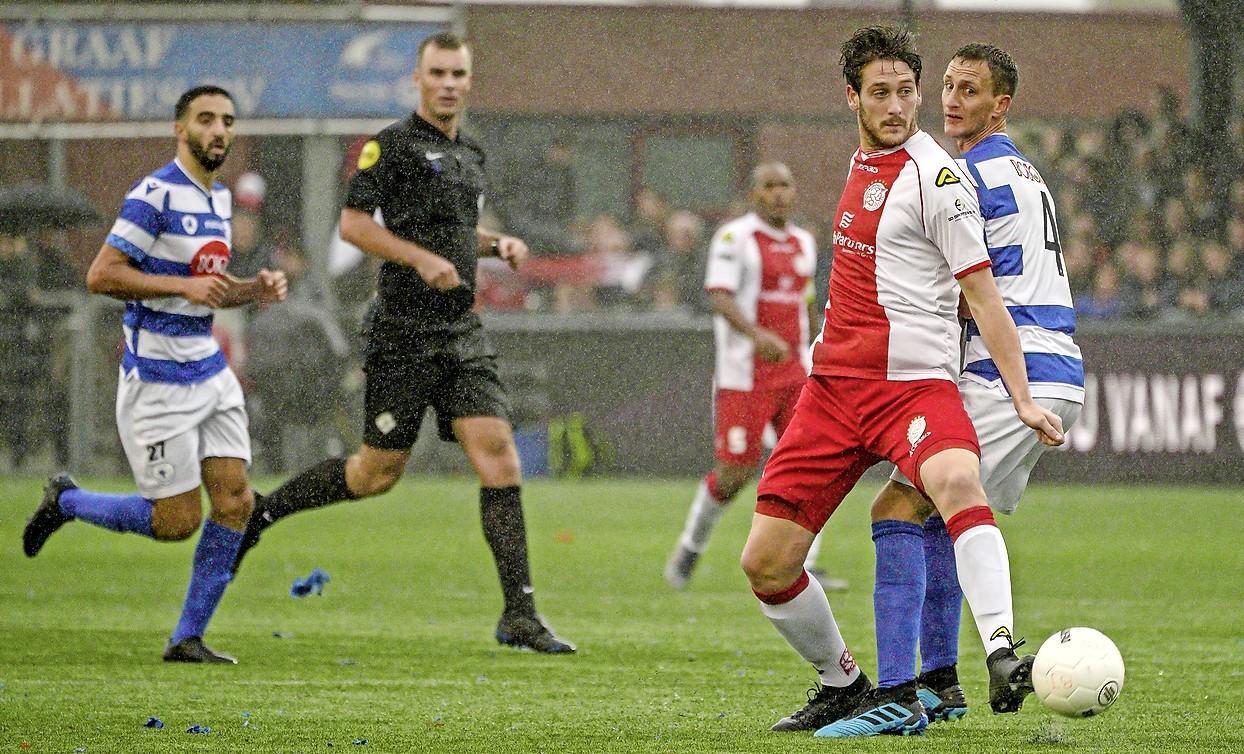 KNVB splitst landelijke competities in tweeën: Spakenburgse clubs treffen elkaar in tweede divisie A, SDO gaat 'kilometervreten'