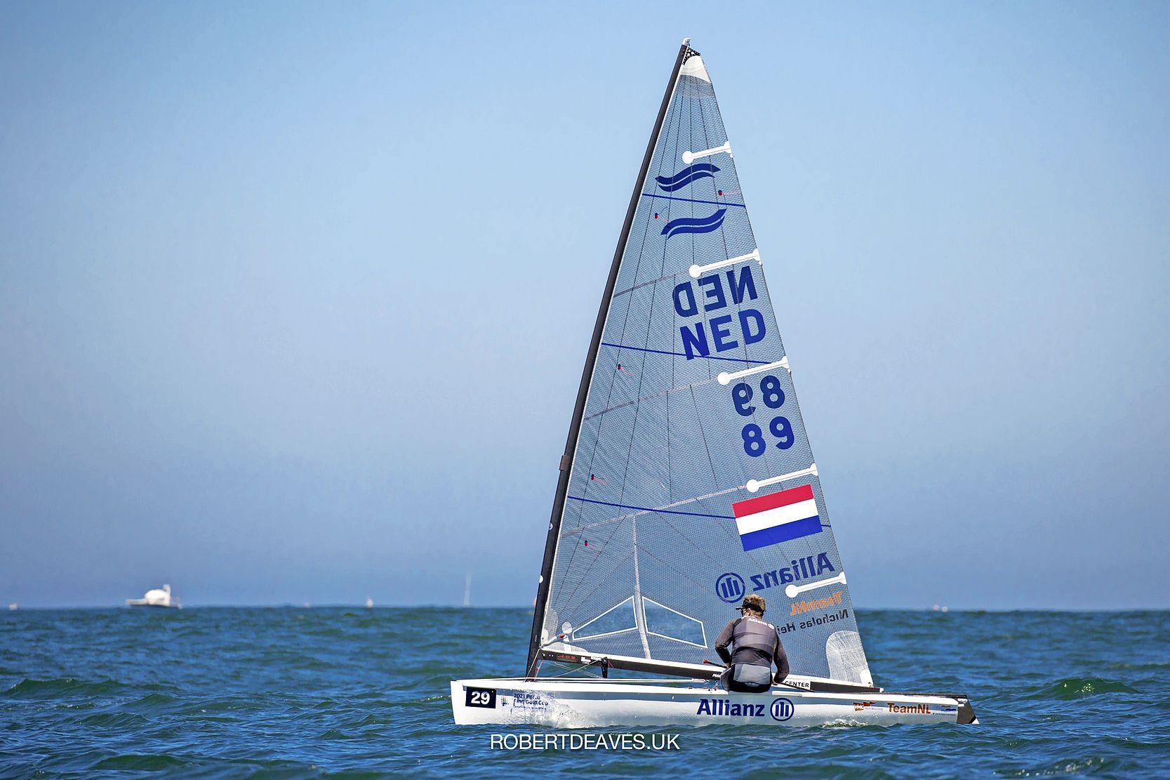 'Een dag van net niet', maar zeiler Nicholas Heiner verbetert zich wel iets op tweede racedag van WK Finn