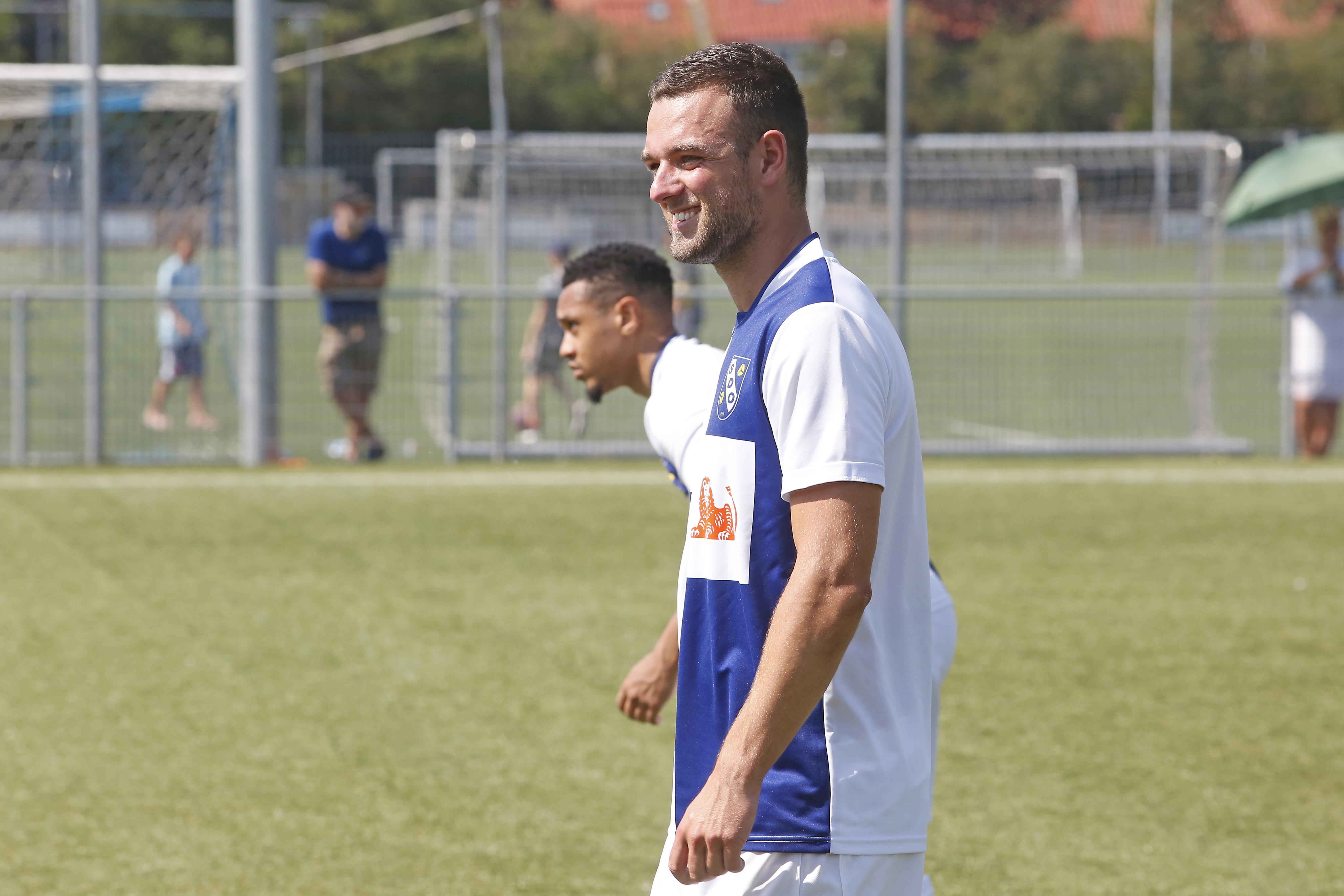 Niels van der Steen merkt dat er bij SDO meer gelachen wordt dan bij Ajax: 'Het draait hier om voetbal, maar niet alleen om voetbal'