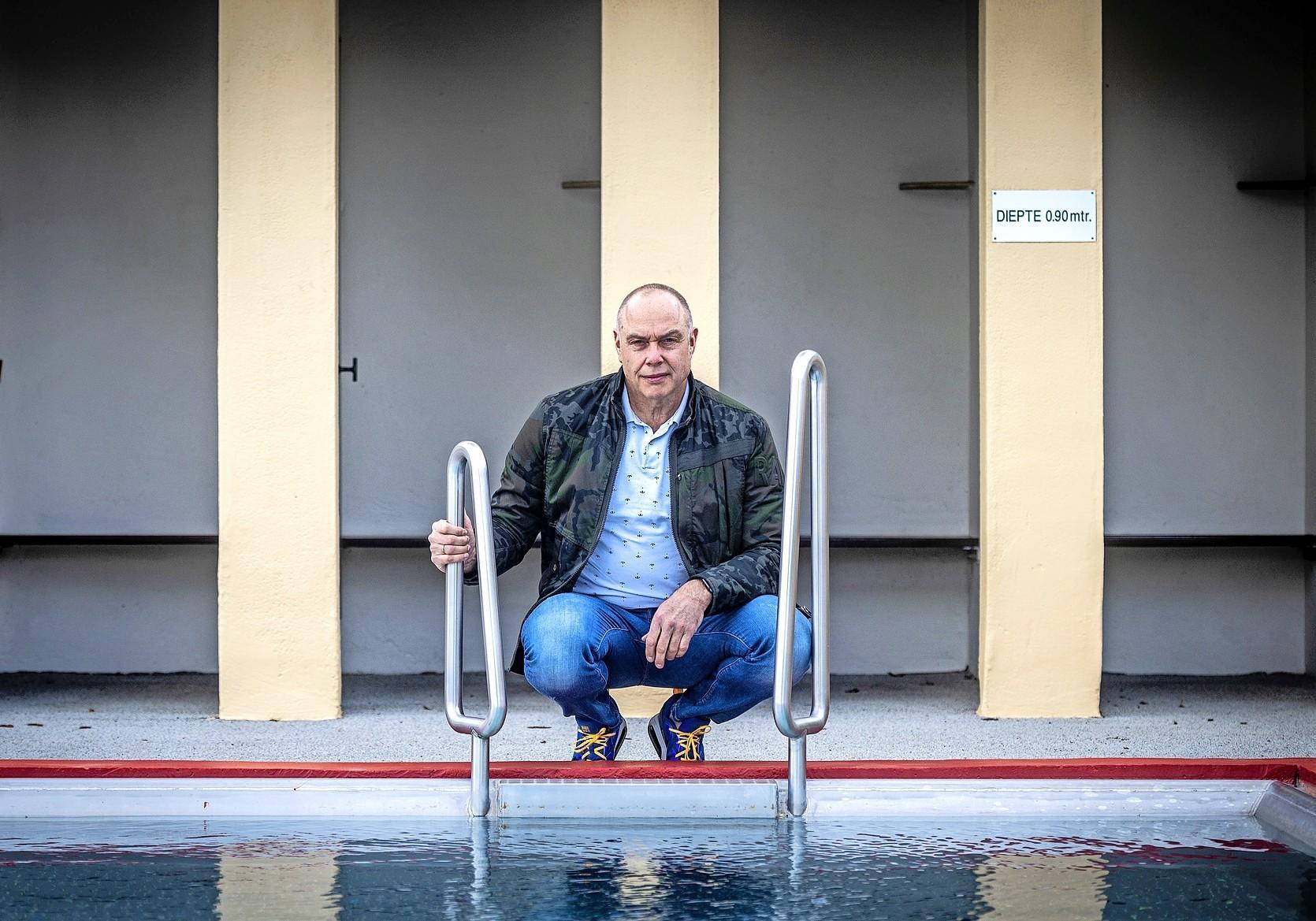 Hans Kroes verdiende geen stuiver in zijn toptijd als zwemmer: 'Aan werken kwam je niet toe, want je lag 's morgens en 's middags in het water en als je thuiskwam moest je eten en naar bed'