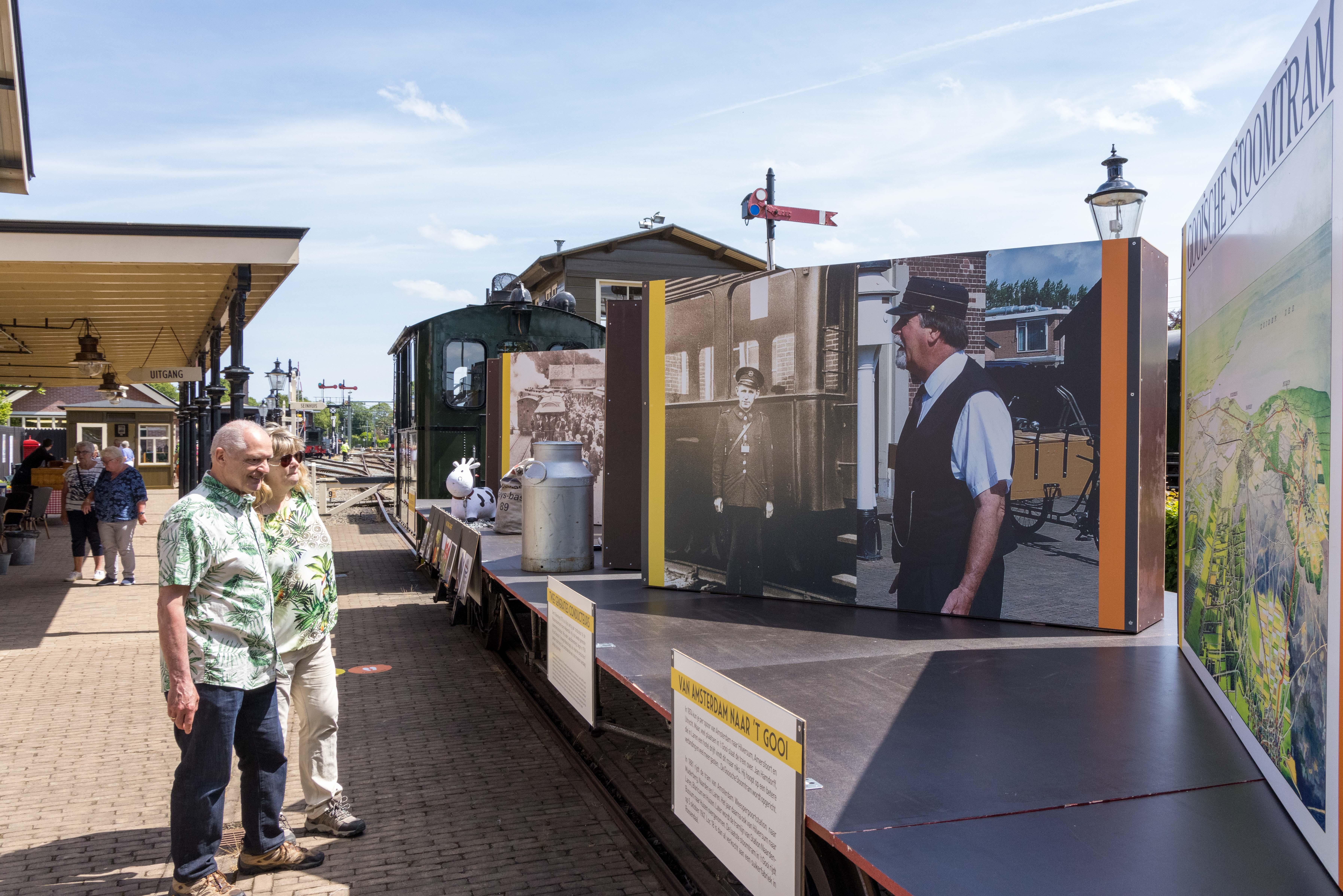 Museumstoomtram presenteert als extra's: eeuweling Loc 18 op showspoor en professor Stoomschuif