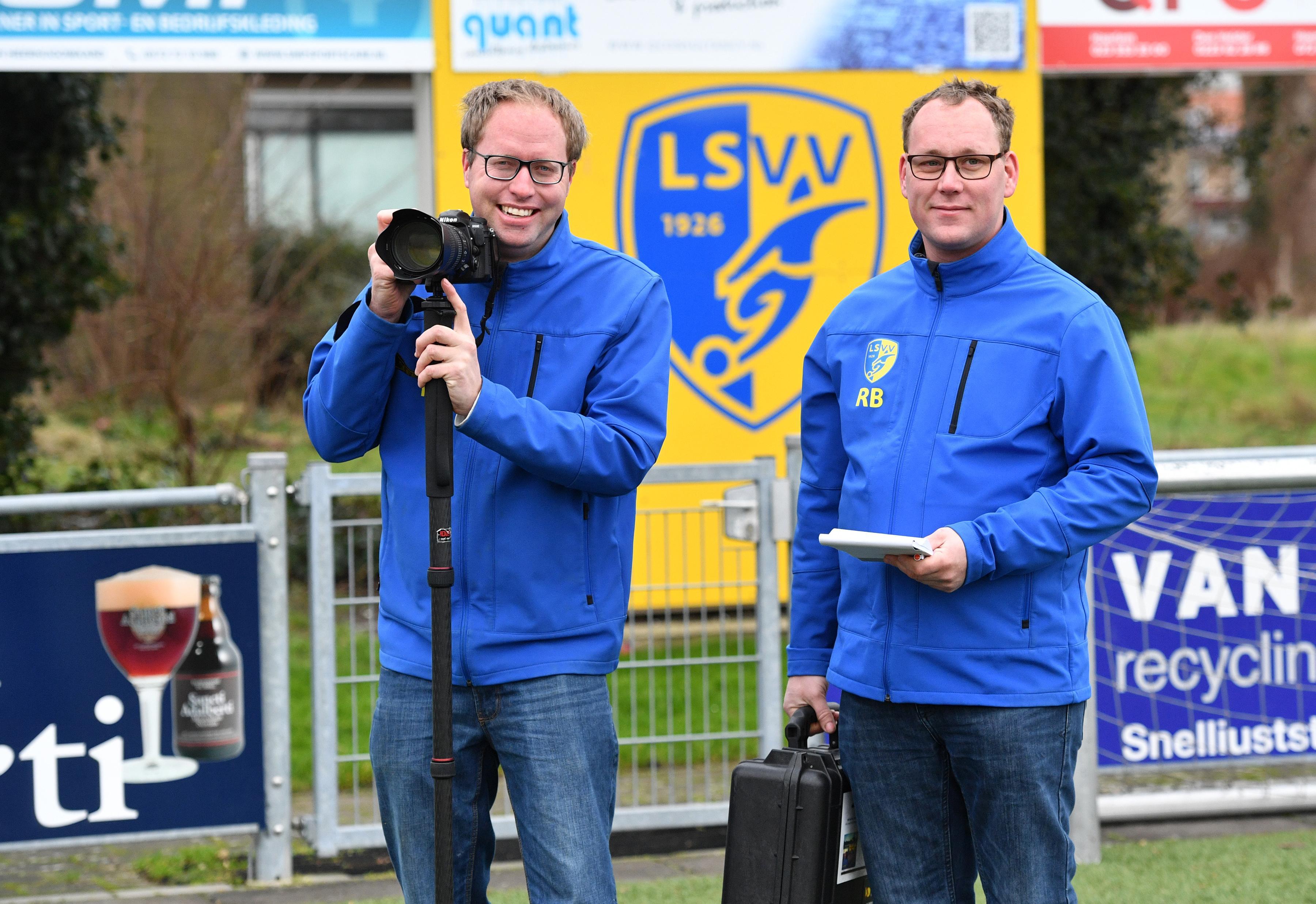 Michel Bes legt als fotograaf alle wedstrijden van eerste elftal LSVV vast: 'Natuurlijk vond ik het wel bijzonder toen Peter Wijker bij LSVV kwam voetballen'