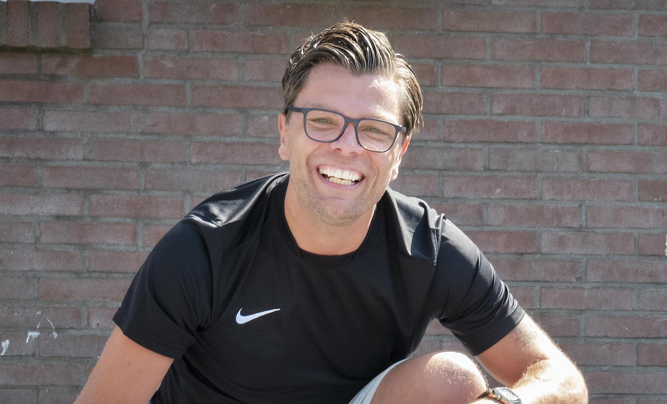 Laurens Zanoli moet zich terugtrekken als coach van basketbalsters BV Hoofddorp