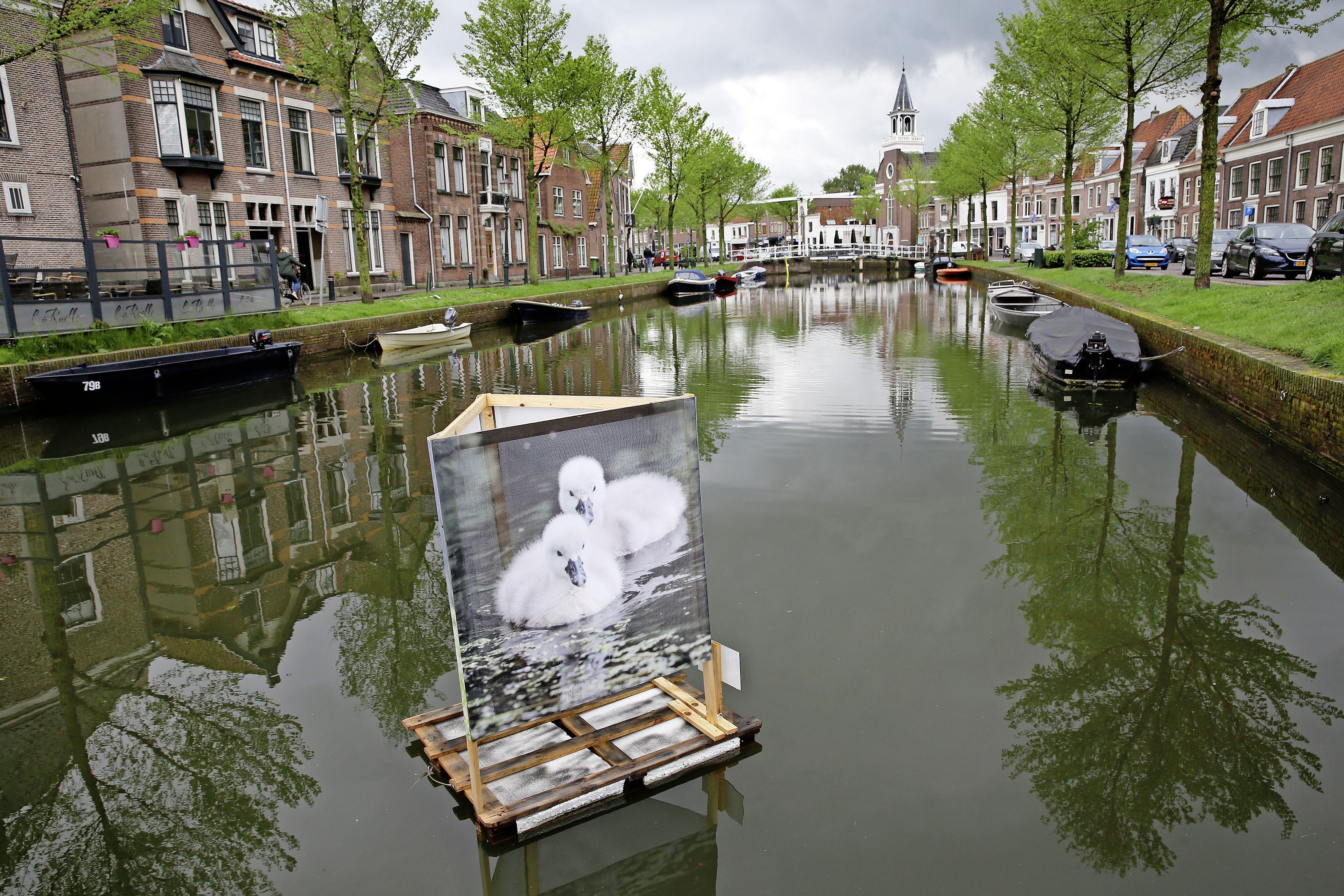 Kunstmanifestatie Weespers aan de Wand van start met drijvende beelden