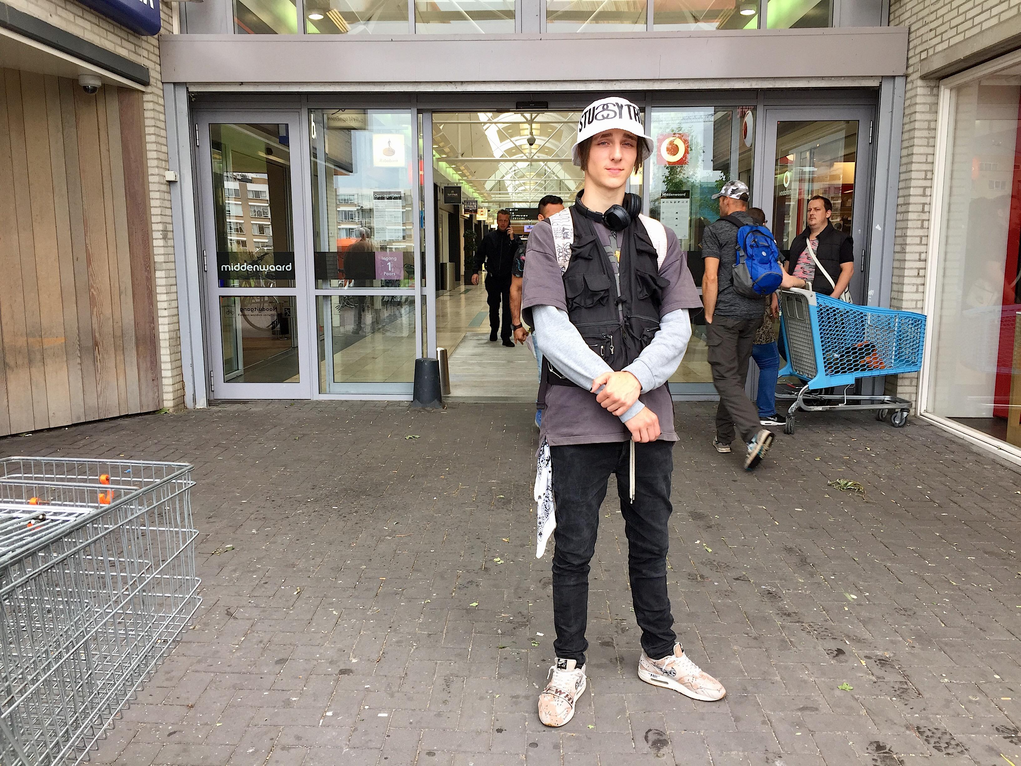 Onderweg: Van z'n zevende tot begin dit jaar had Mitchell Schoenmakers uit Heerhugowaard depressieve klachten. Het gaat nu beter met hem.