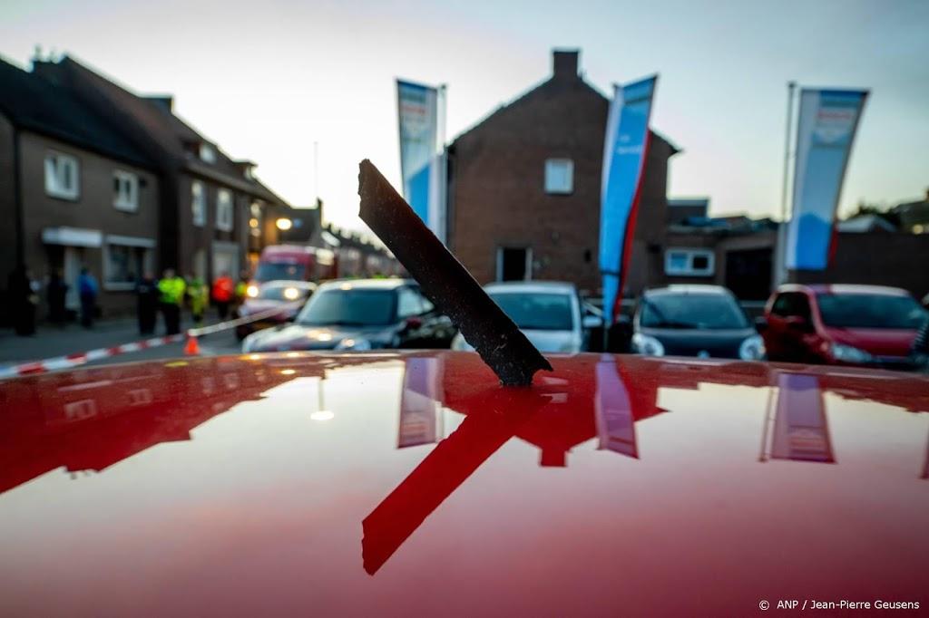 Zo'n 200 brokstukken van vliegtuigmotor in Meerssen verzameld