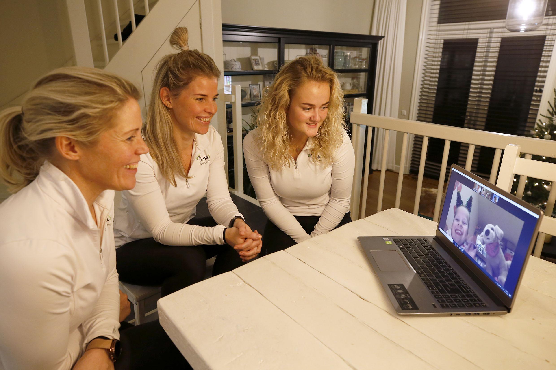 Drie vrouwen die drie marathons lopen en sapjes persen om een hulphond voor Juli te kopen. 'Desnoods gaan we wandelen'