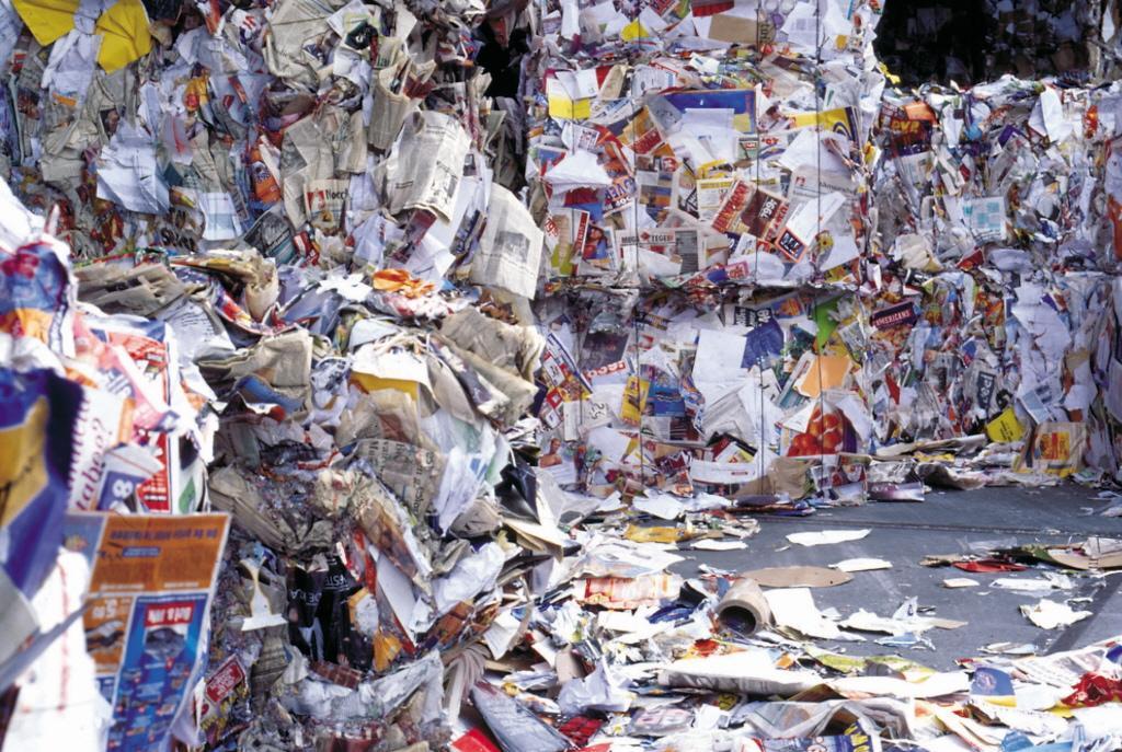 Papiercontainers 's ochtends vroeg al geleegd vanwege minder vrijwilligers