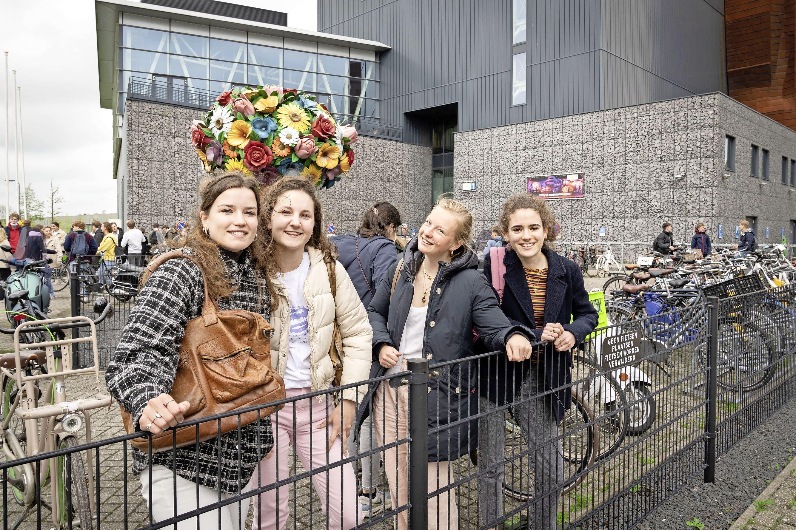 Leerlingen Rijnlands Lyceum maken hun wiskunde examen in Corpus: 'Misschien haal ik een zesje, maar dat is prima