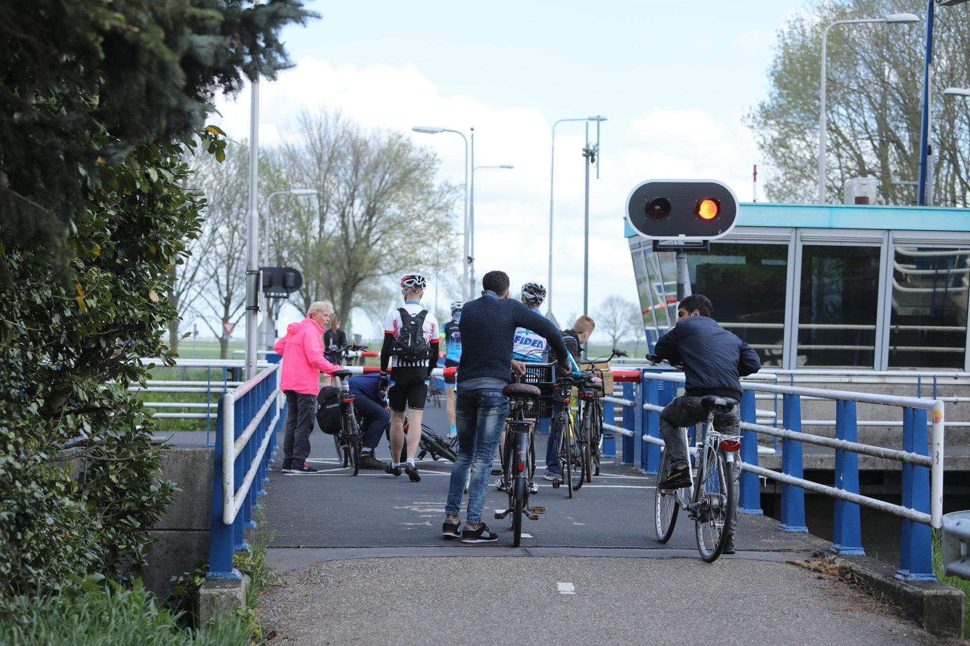 En opnieuw is het mis bij de brug over de Eem in Eembrugge; Voor de zoveelste keer gaan de slagbomen weer niet omhoog