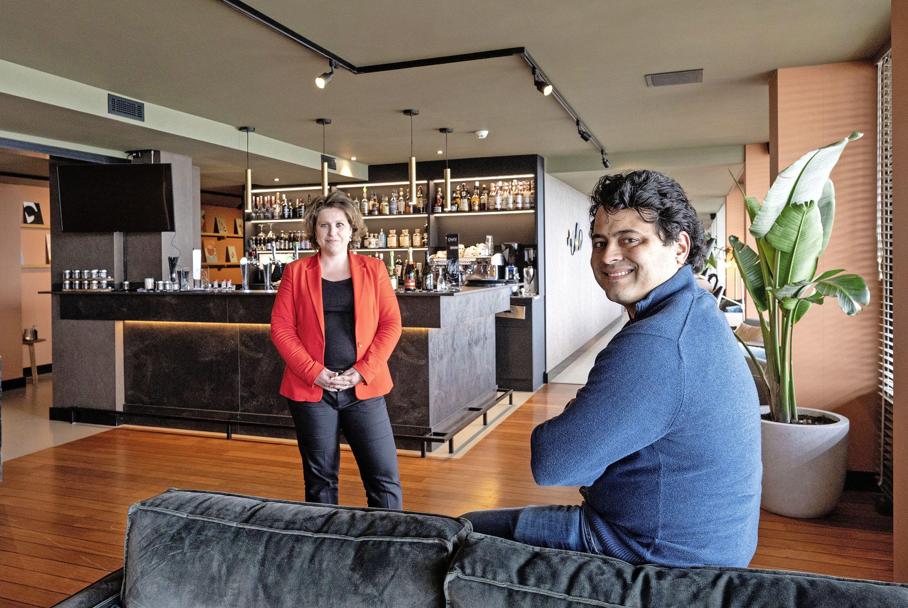 Hotel heeft sinds kort twee stoelen met een metershoge rug. 'Die stoelen zijn kenmerkend, die vind je bij elk Leonardo Hotel'