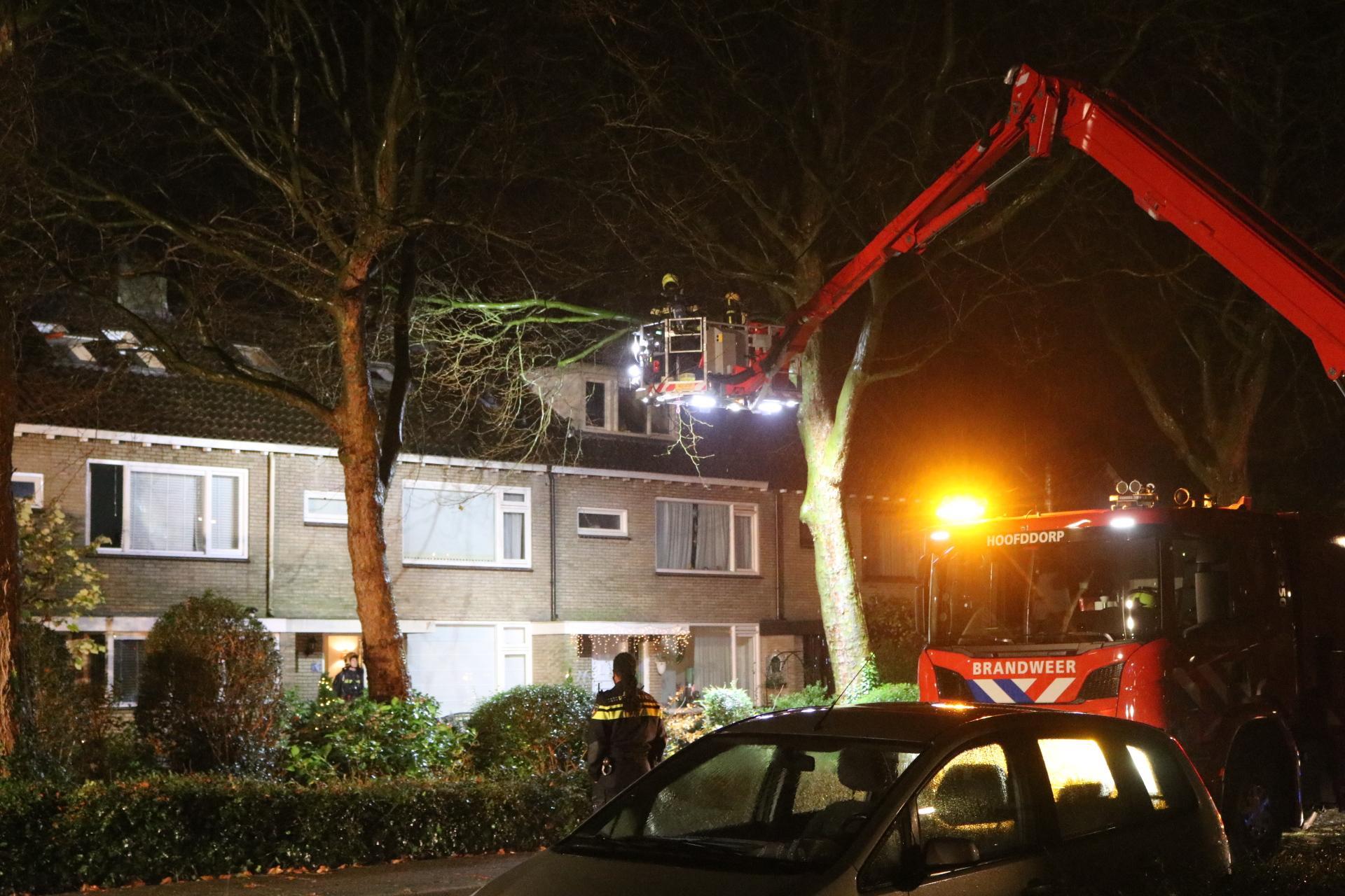 Brand op zolder van woning in Hillegom; kat vermist