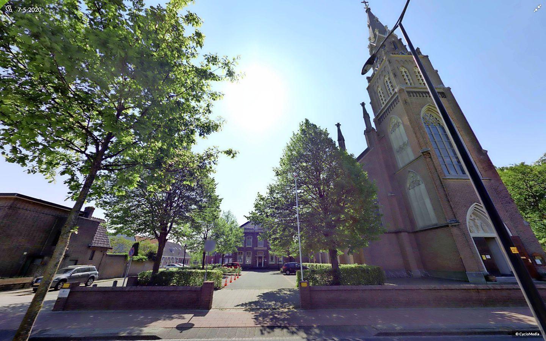 Aarzelend akkoord met vijf huizen naast de Voorschotense Laurentiuskerk