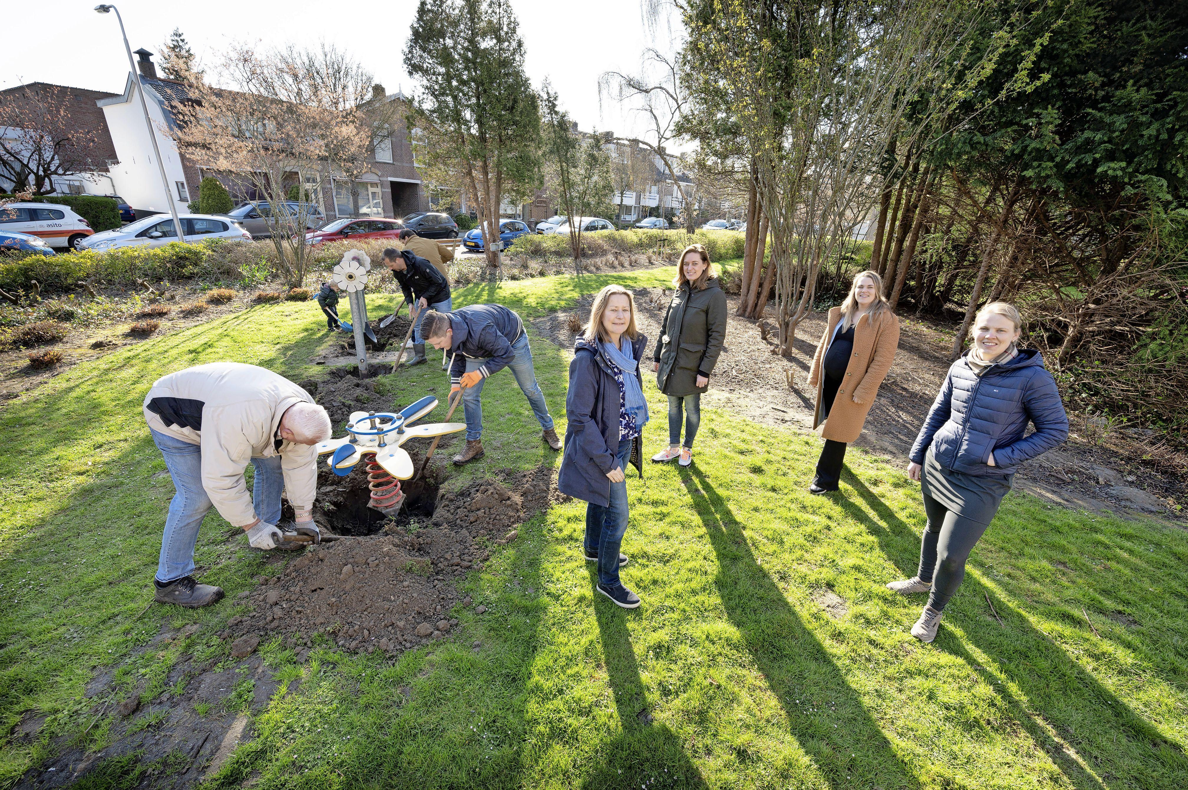 Buurtmoeders lobbyen nieuwe speelplek Lissese Berkhoutlaan bij elkaar; bewoners zorgcentrum blij met levendigheid voor de deur
