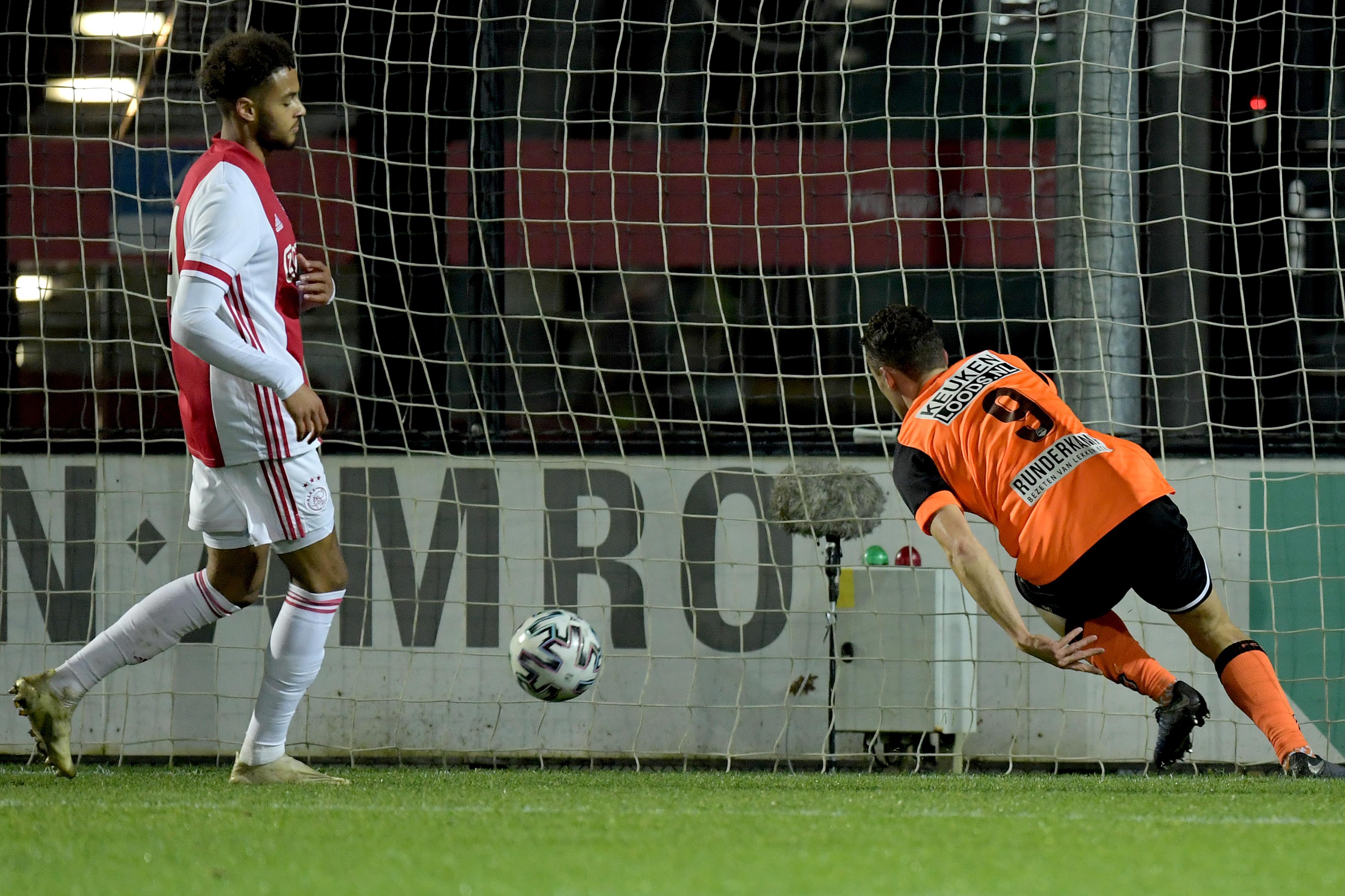 Als Alex Plat niet in de laatste minuut ..., maar toch heeft Volendam vrede met gelijkspel bij Jong Ajax [video]