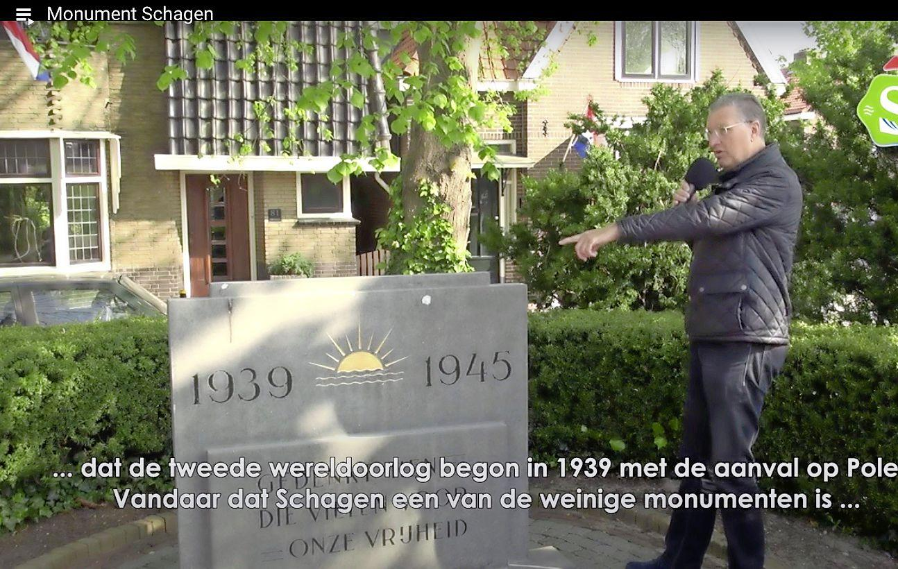 'Schagens monument vermeldt niet '40-'45, maar 1939-1945', leert Niek Jan Grooff de kijkers. Bijzondere 4 mei-herdenking in Schagen met leerzame Youtubefilmpjes